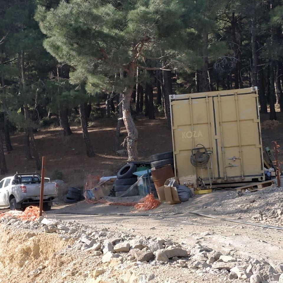 Ormanda Koza madenciliğe ait konteyner