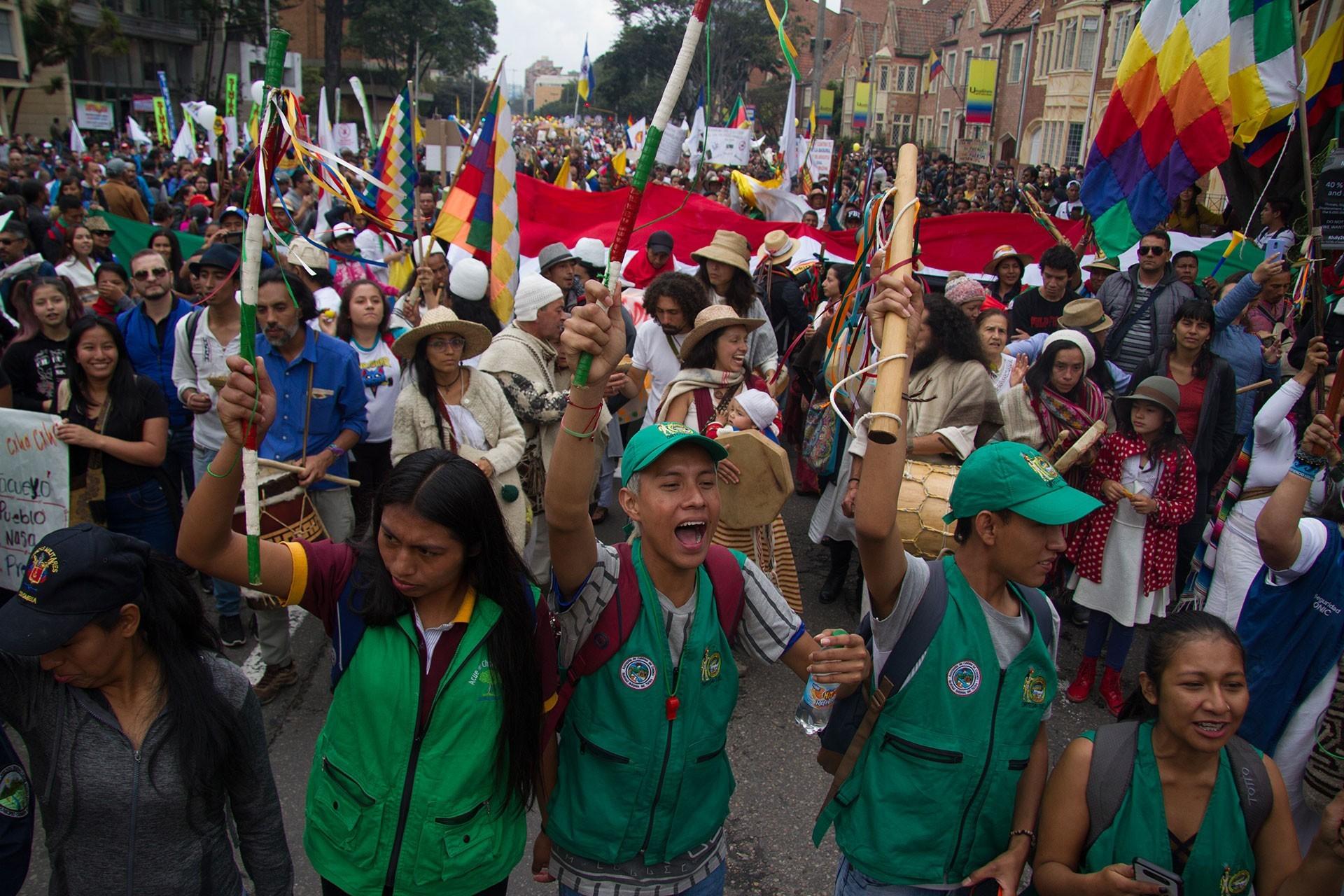 Kolombiya'da genel greve katılan yurttaşlar