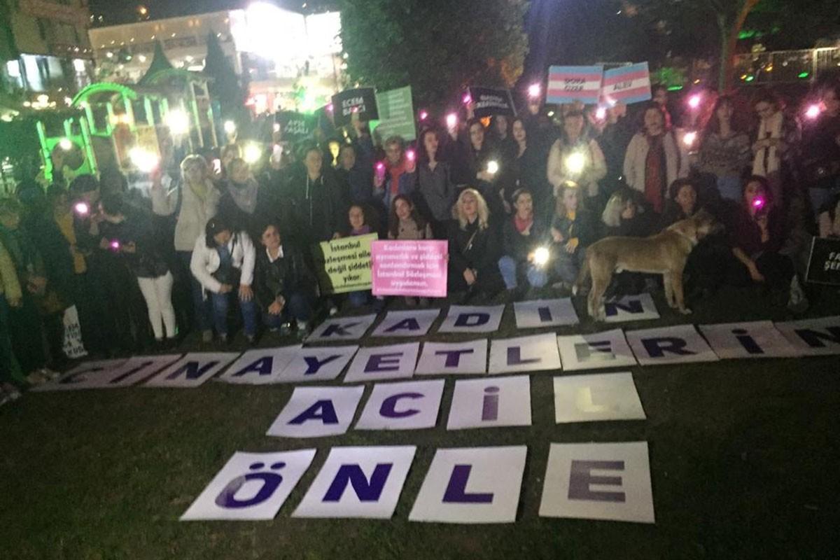 İzmit'te şiddete karşı bir araya gelen kadınlar