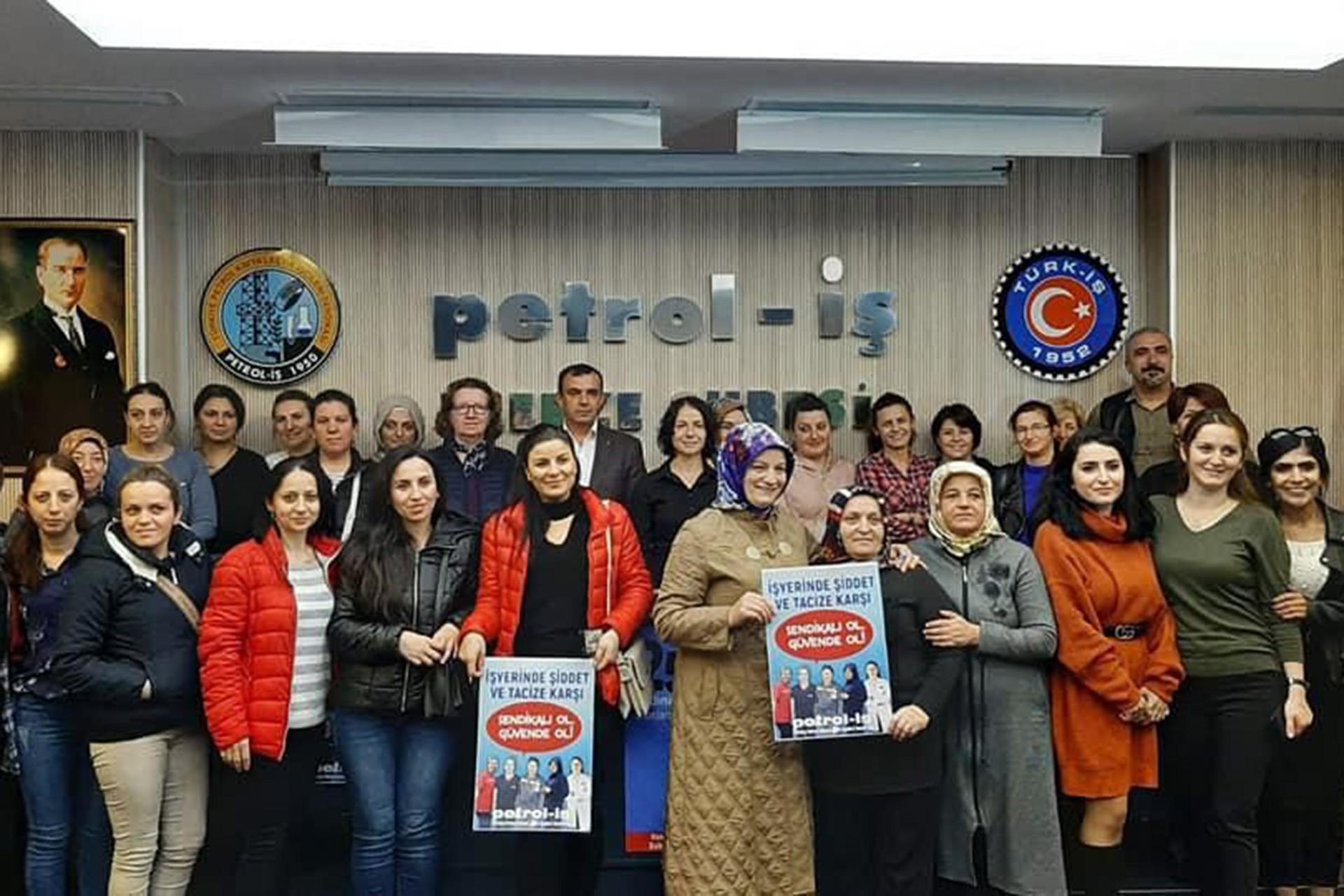 Petrol-İş üyesi kadınlar ve farklı fabrikalardan kadın işçiler Gebze Şubesinde bir araya geldi