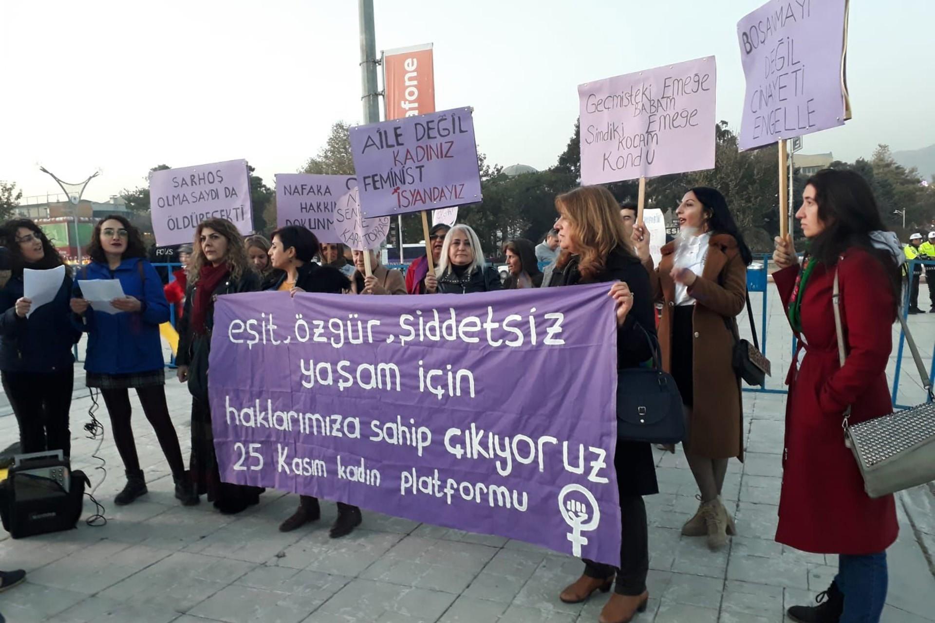 25 Kadın Kadın Platformu üyeleri