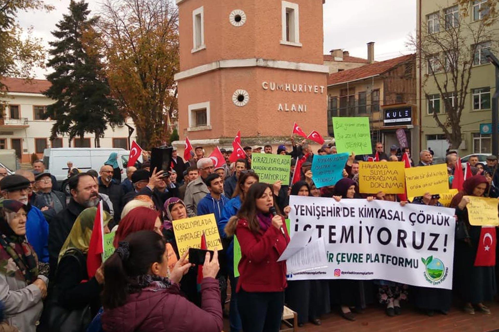 Yöre halkı maden zenginleştirme tesisine karşı eylem yaparken
