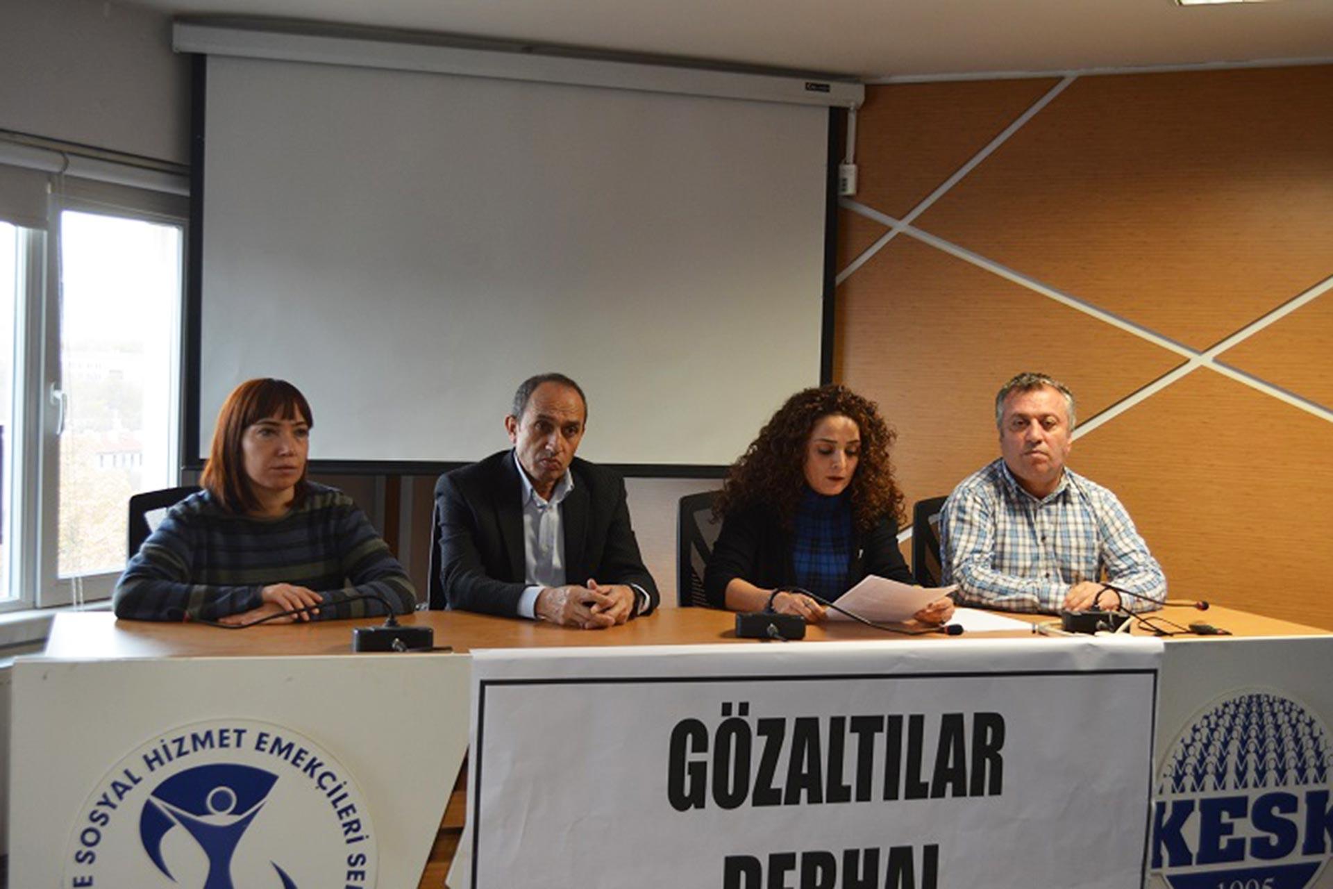 Yapılan gözaltılara dair KESK üyesi emekçiler basın açıklaması yaparken