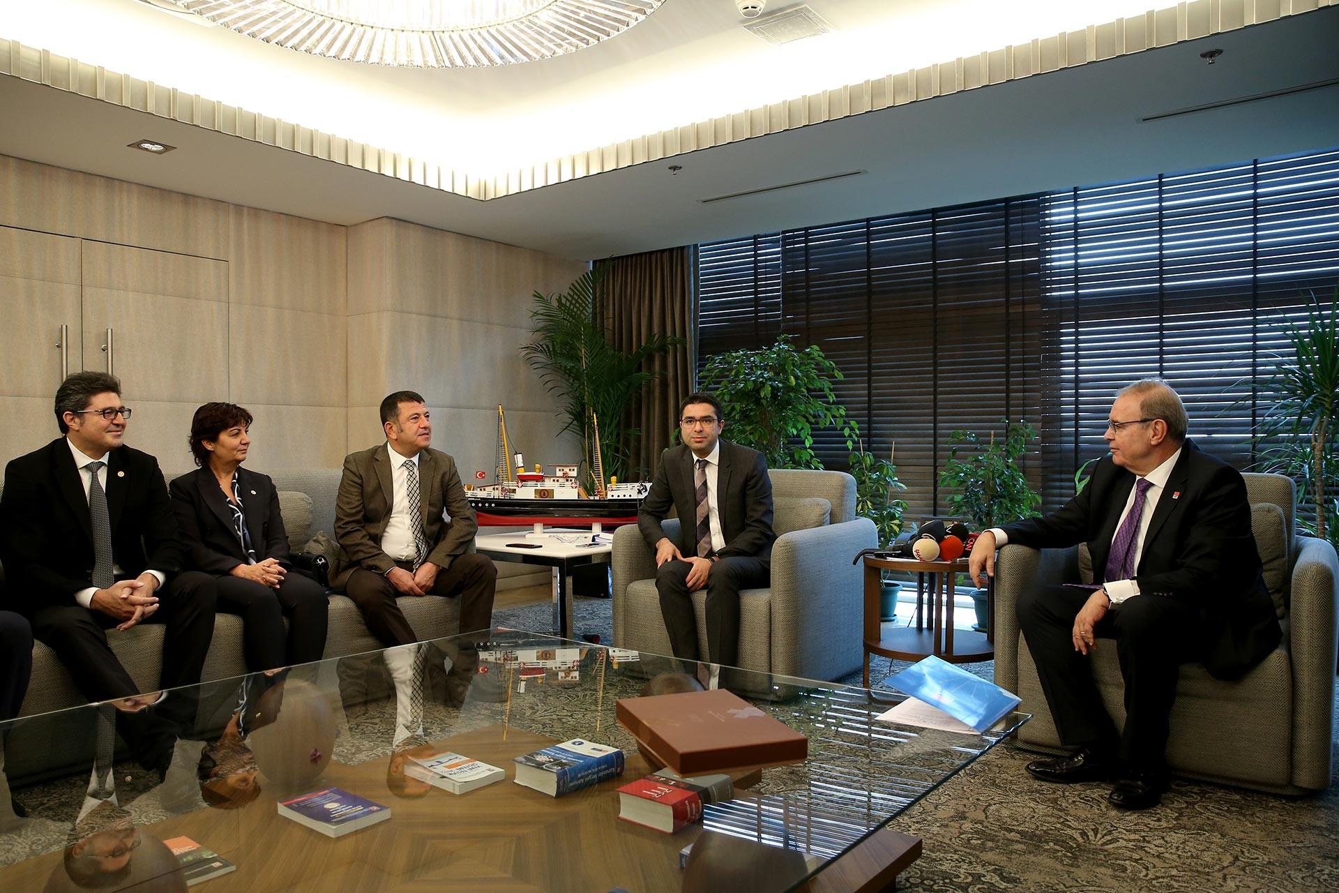 CHP heyetinin TÜRMOB Genel Merkezine geçekleştirdiği ziyaretten bir kare