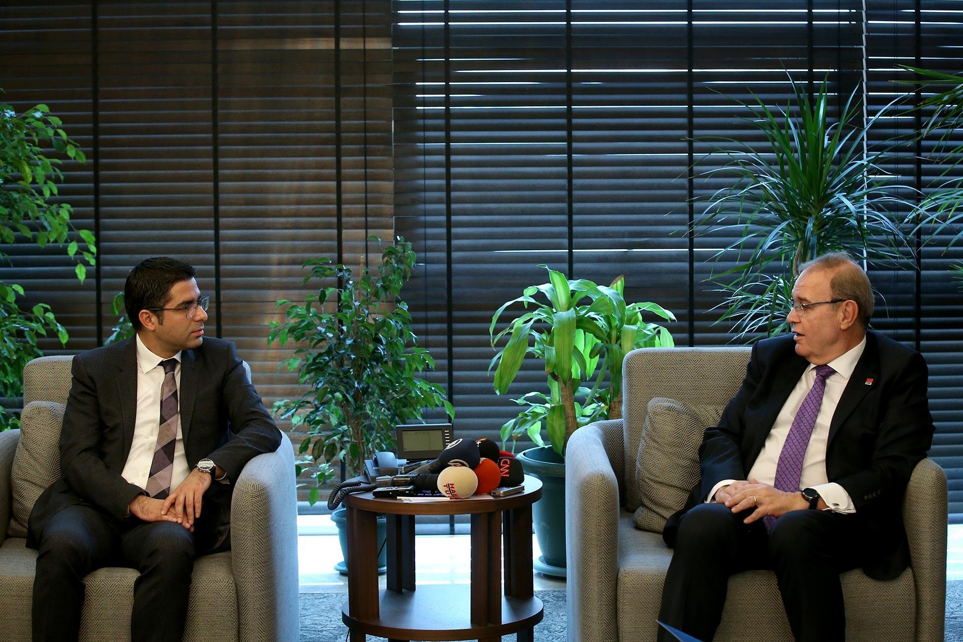 TÜRMOB Genel Başkanı Emre Kartaloğlu ve CHP Sözcüsü Faik Öztrak ziyarette konuşurken