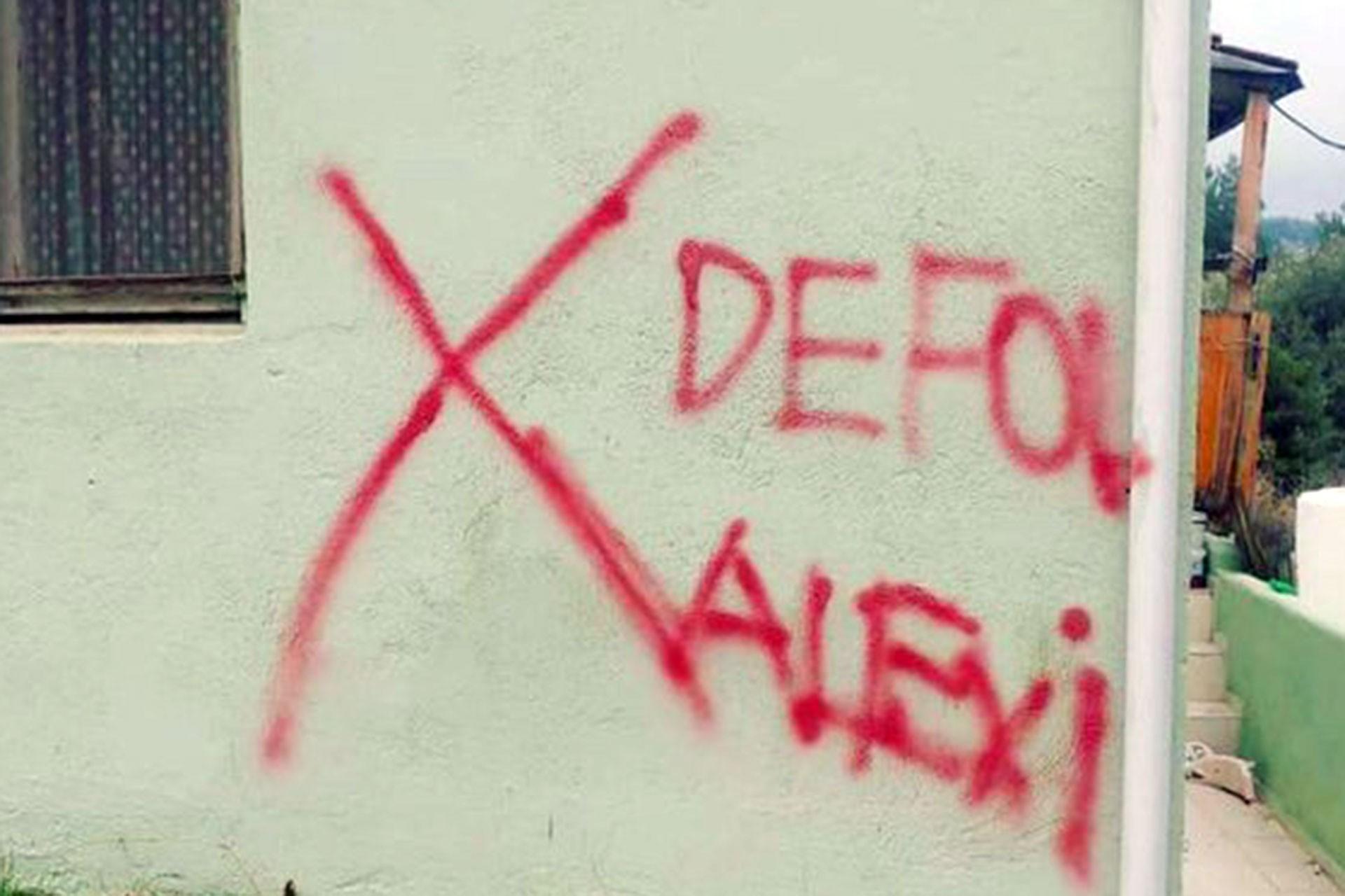 Gaziemir'de bir evin duvarına yazılan