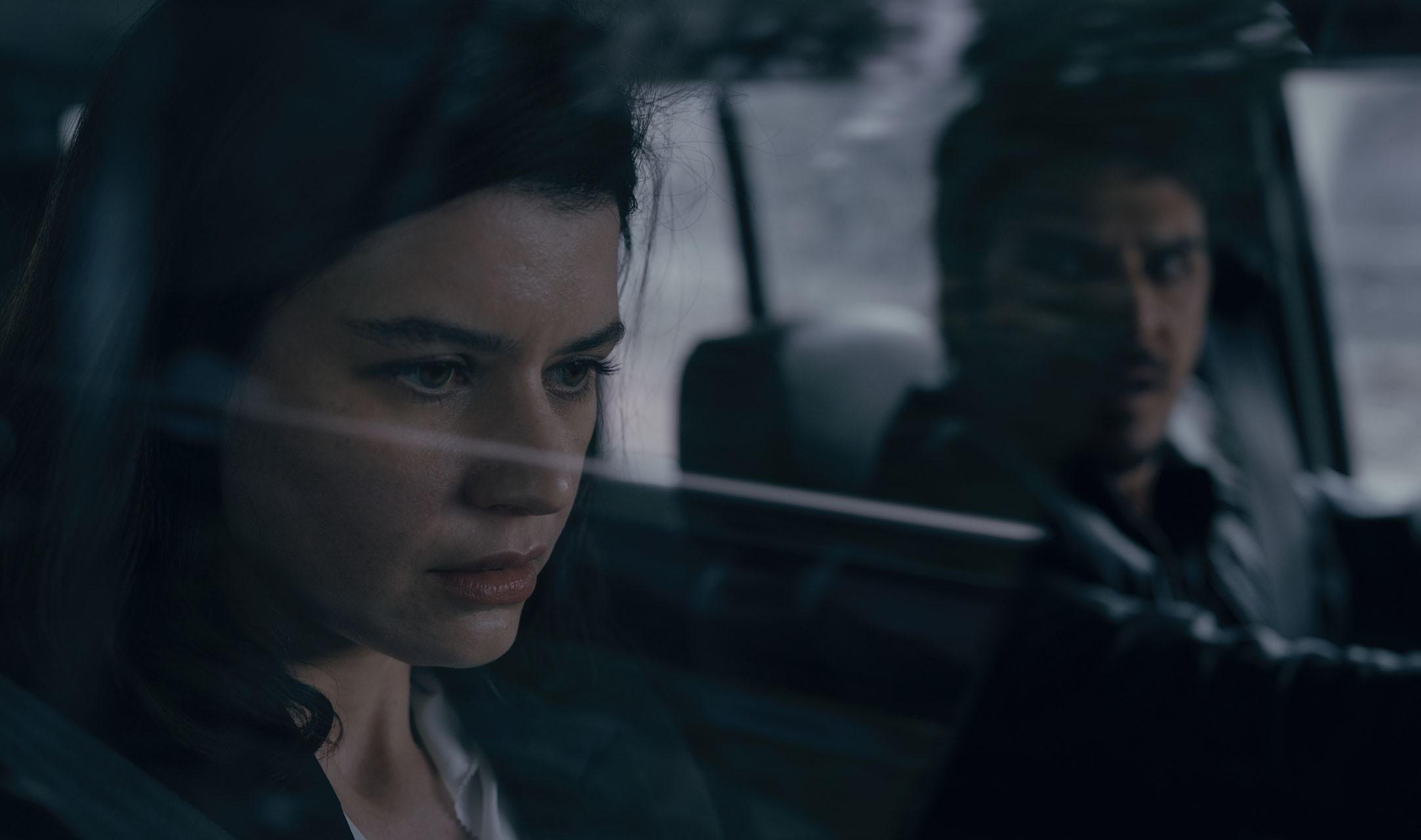 Atiye dizisinden Beren Saat ve Mehmet Günsür'ün yer aldığı bir kare.