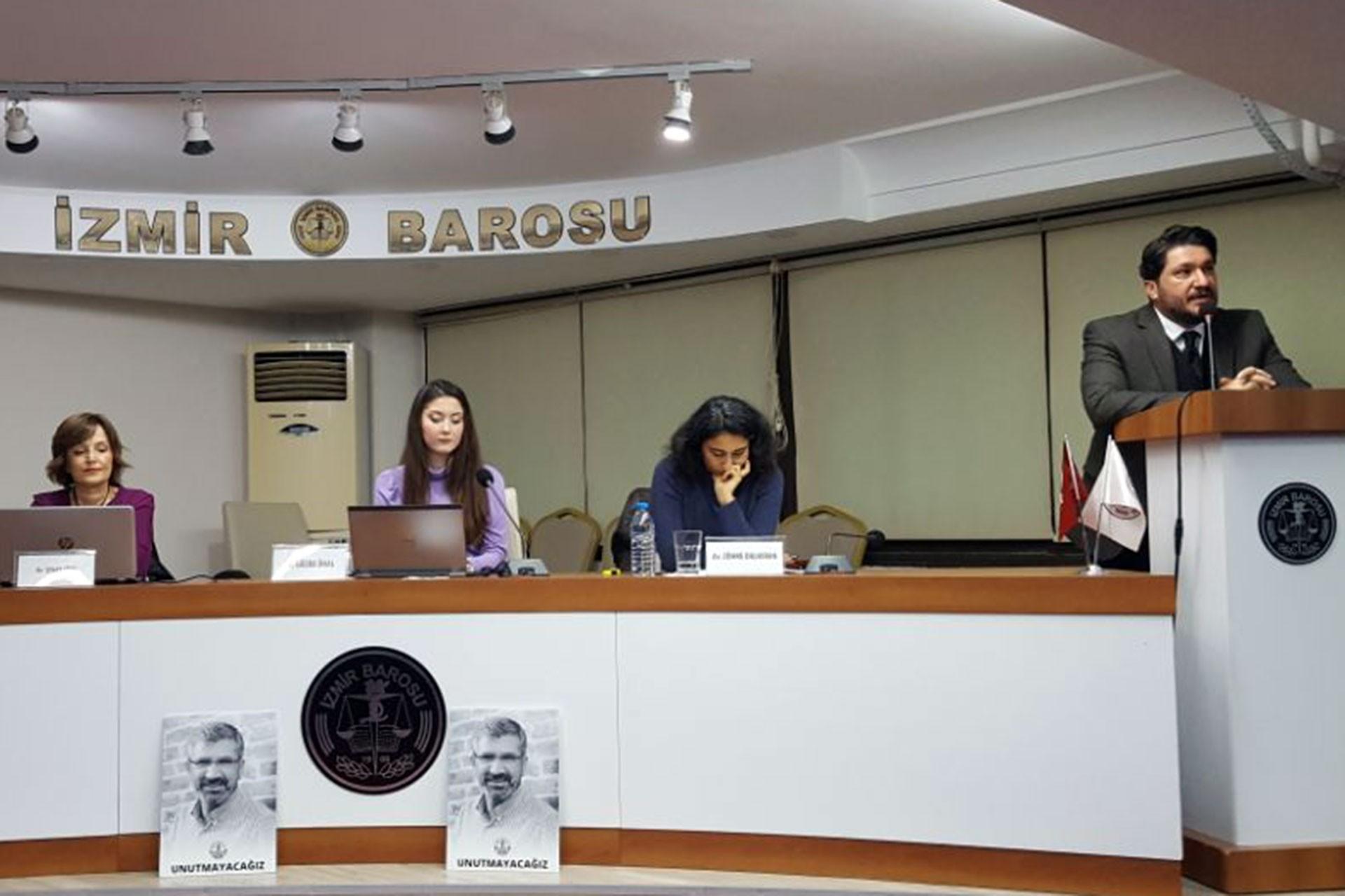 """İzmir barosunun """"İş Yaşamında Kadın Olmak"""" başlıklı paneli."""