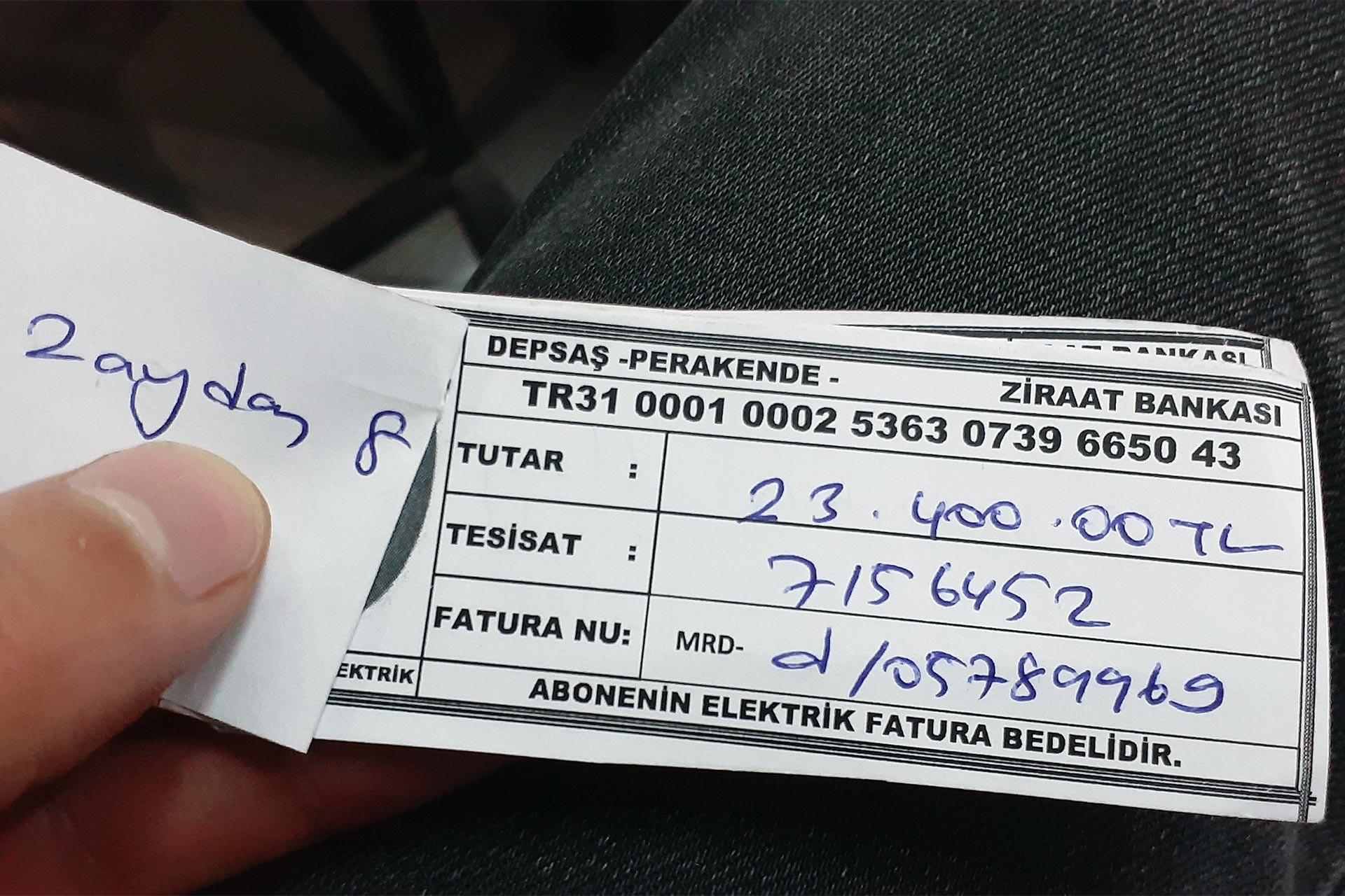 Elektrik borcunu gösteren elle yazılmış fatura