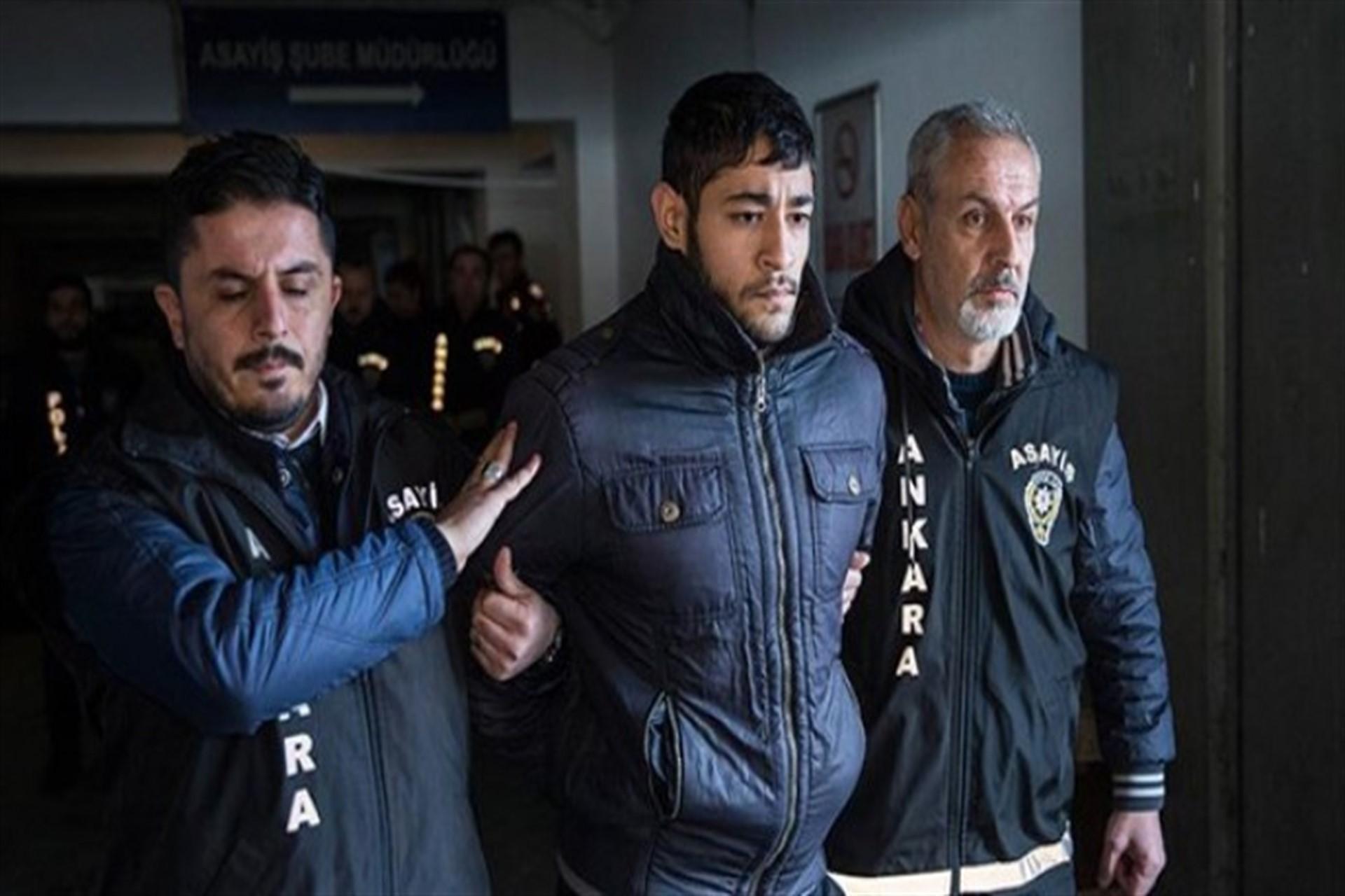 Hasan İsmail Hikmet polisler tarafından götürülüyor