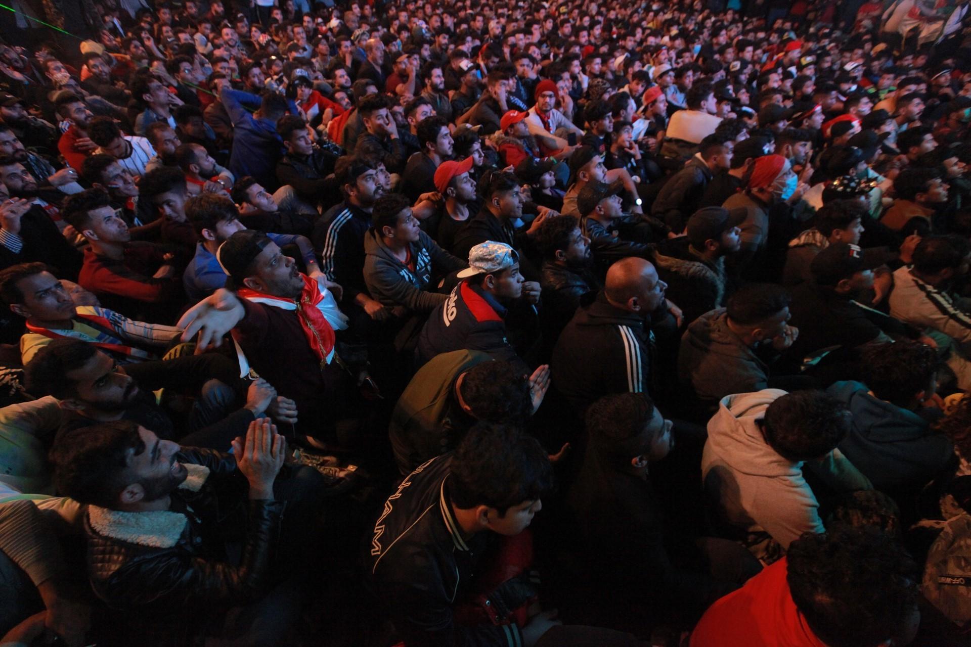 Bağdat'ta halk bekleyişini sürdürüyor