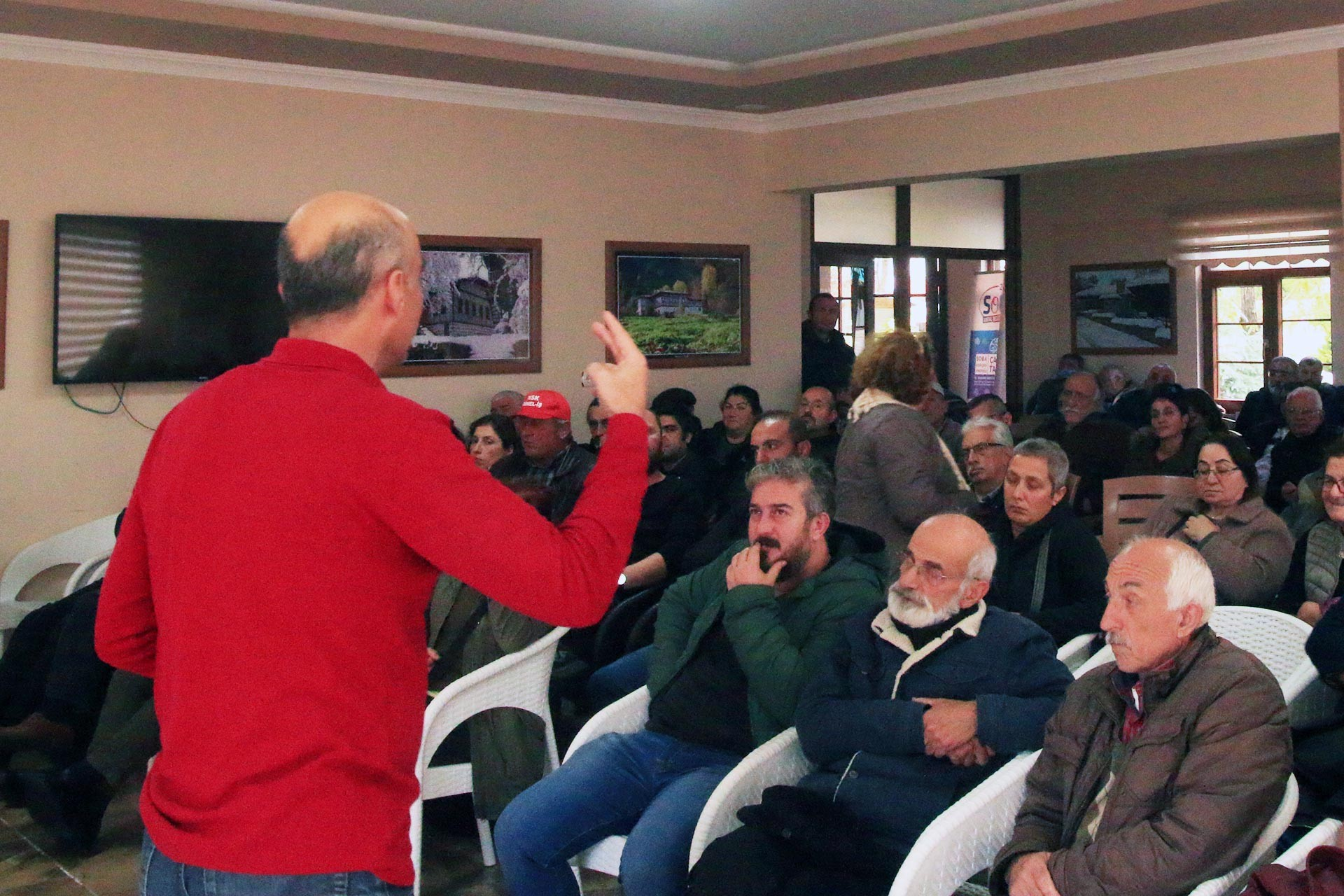 Bülent Falakaoğlu'nun Fındıklı'da katıldığı söyleşiden bir fotoğraf