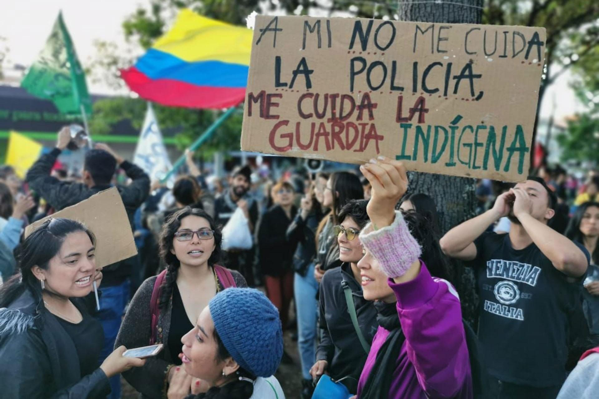Kolombiya'da halk sokakta