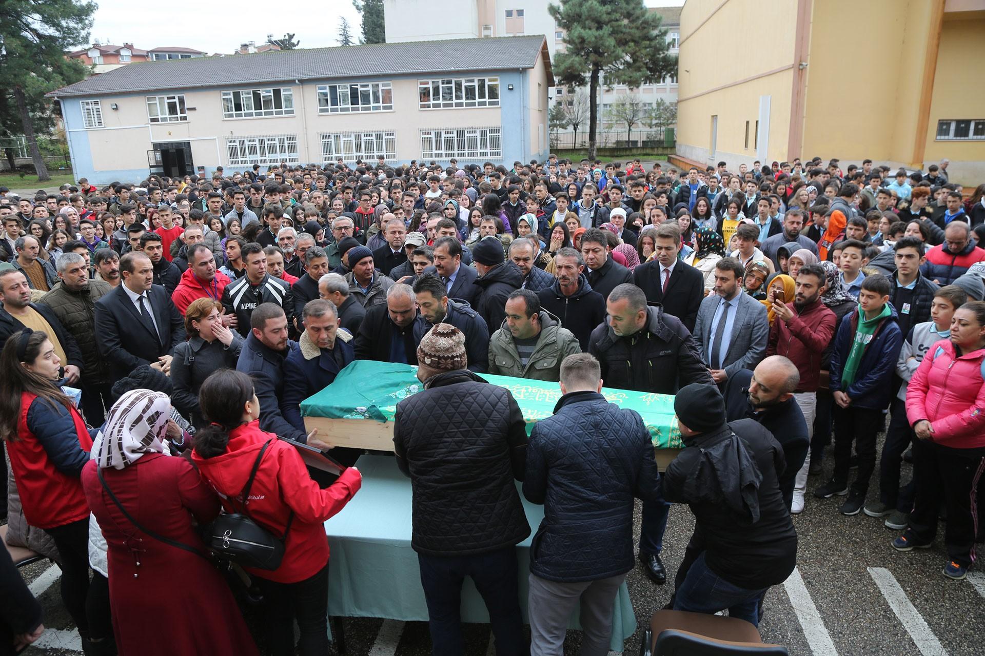 Ordu Gençlerbirliği Kadın Hentbol Takımı'nın kaza yapması sonucu yaşamını yitiren sporcular için tören yapıldı