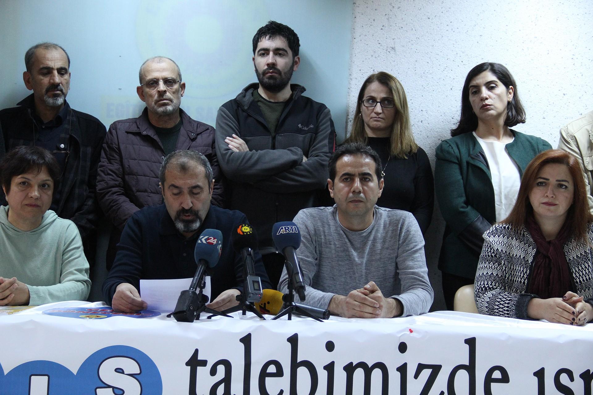 Eğitim Sen Diyarbakır 1 Nolu Şubede basın toplantısı düzenleniyor