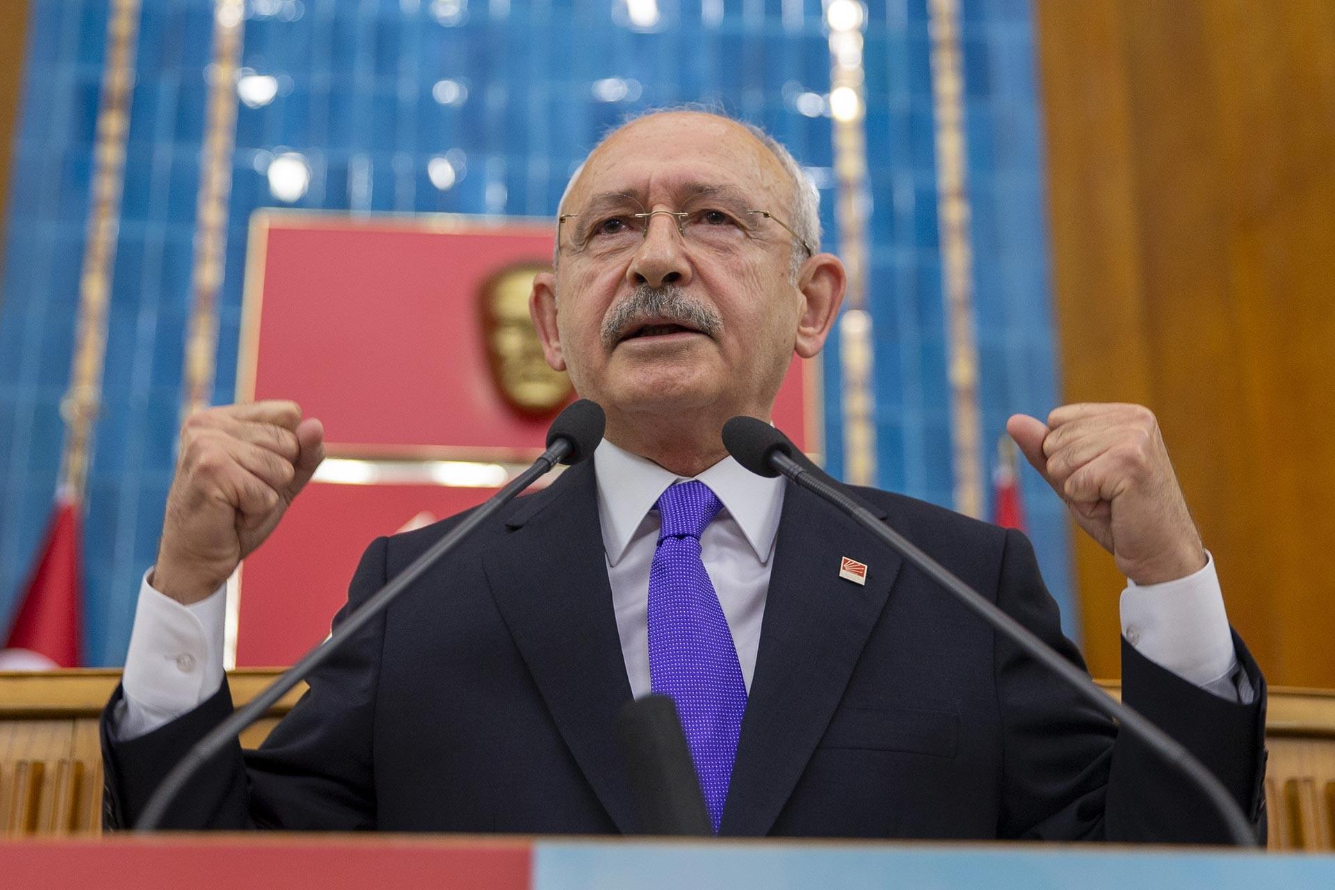 Kemal Kılıçdaroğlu, partisinin meclis grup toplantısında konuşuyor.