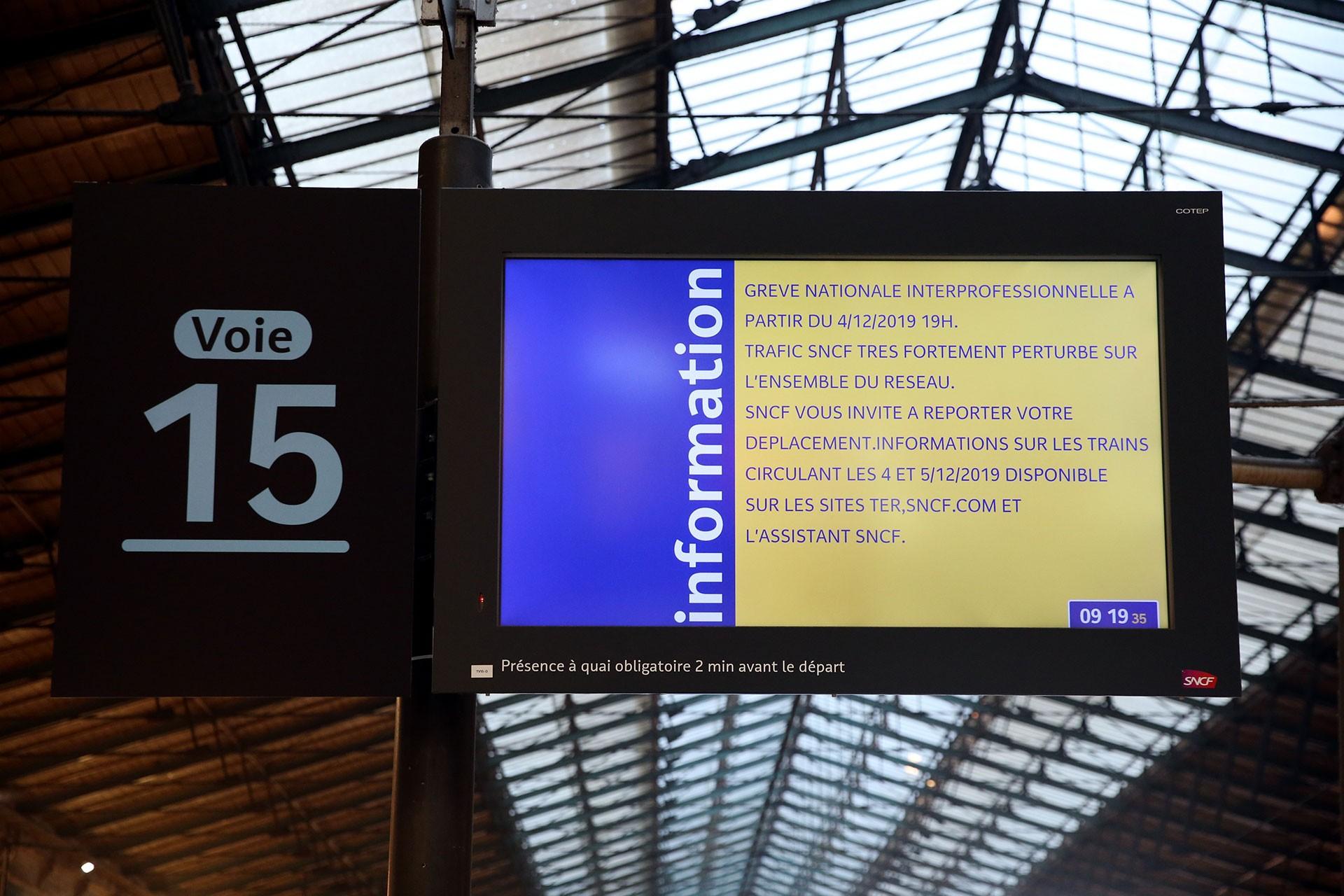 Fransa'da genel grev nedeniyle tren seferleri iptal edildi