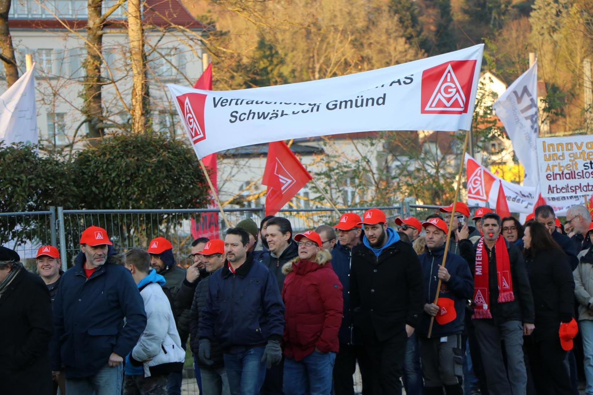 Almanya'da Bosch'un bin civarında işçiyi işten atacağı haberi üzerine işçiler kitlesel bir yürüyüş yaptı