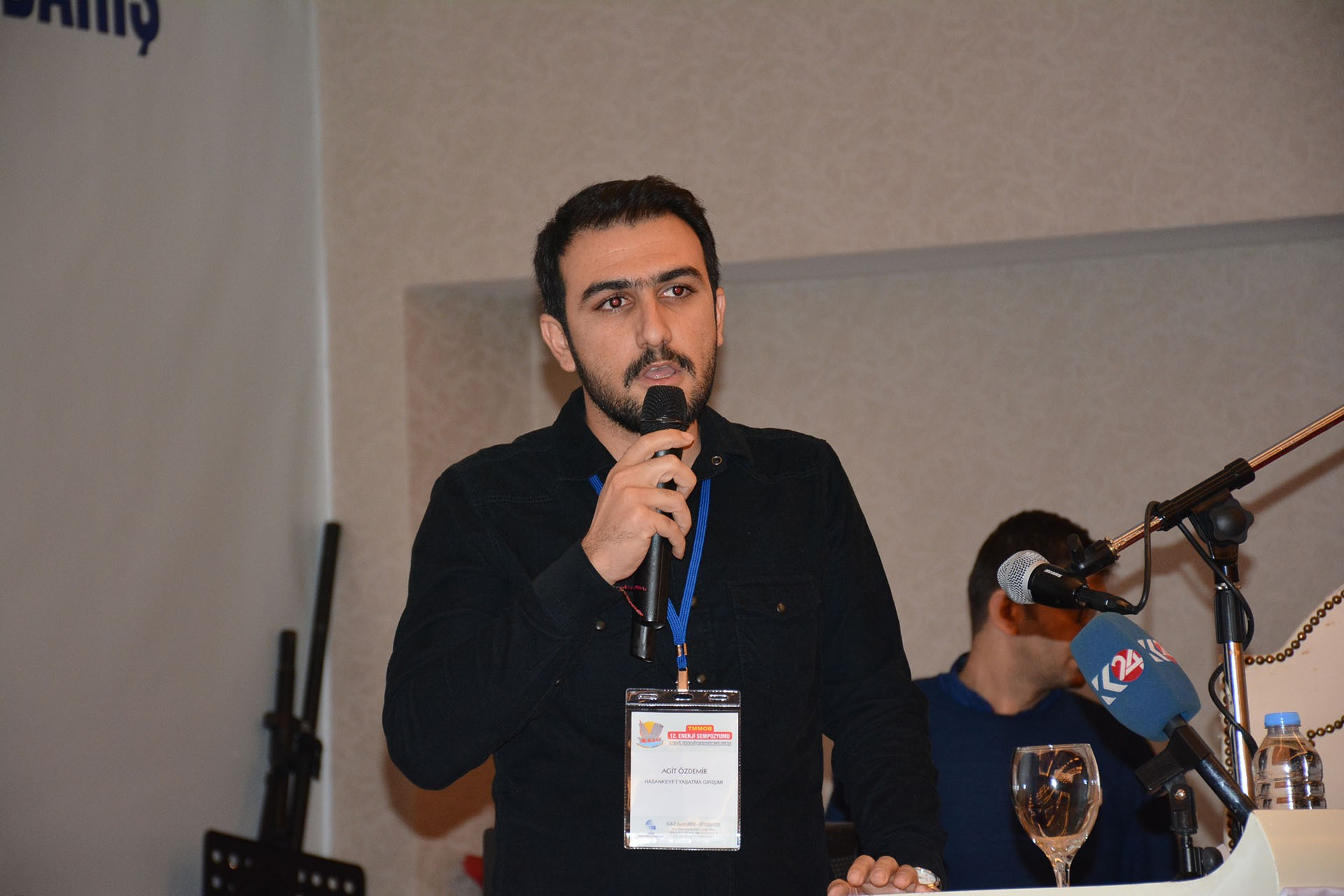 Hasankeyf'i Yaşatma Girişimi Sözcüsü Agit Özdemir konuşma yapıyor
