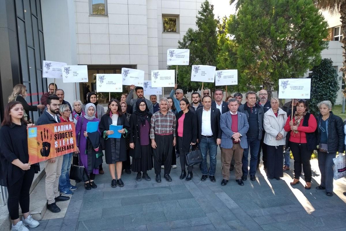Ayşenur Güven'in ailesi, avukatları ve kadın örgütleri adliye önünde açıklama yaptı.