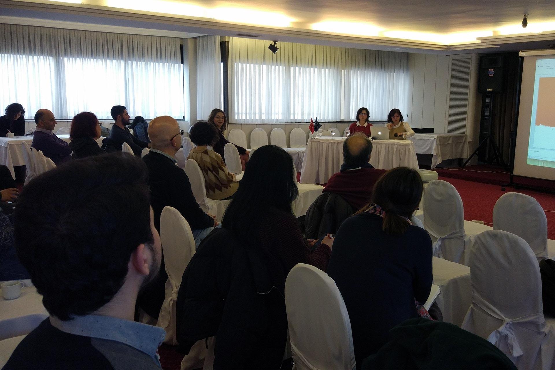 """""""OHAL Döneminde Akademik Özgürlük ve İnsan Hakları Çalışmaları"""" panelinde bir araya gelen akademisyenler"""