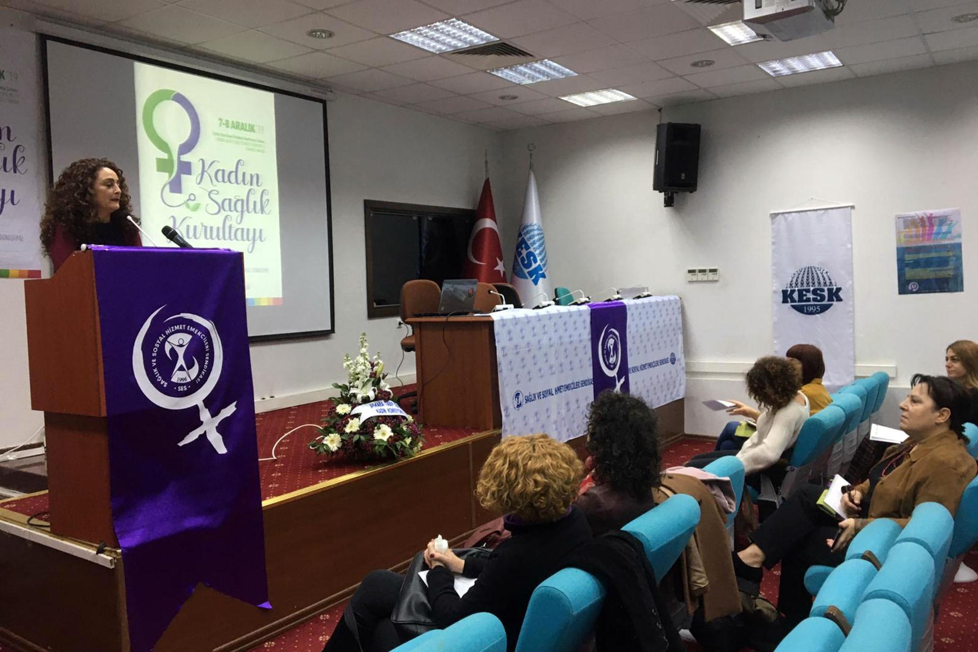 SES Kadın Sağlık Kurultayında konuşmalar yapılıyor