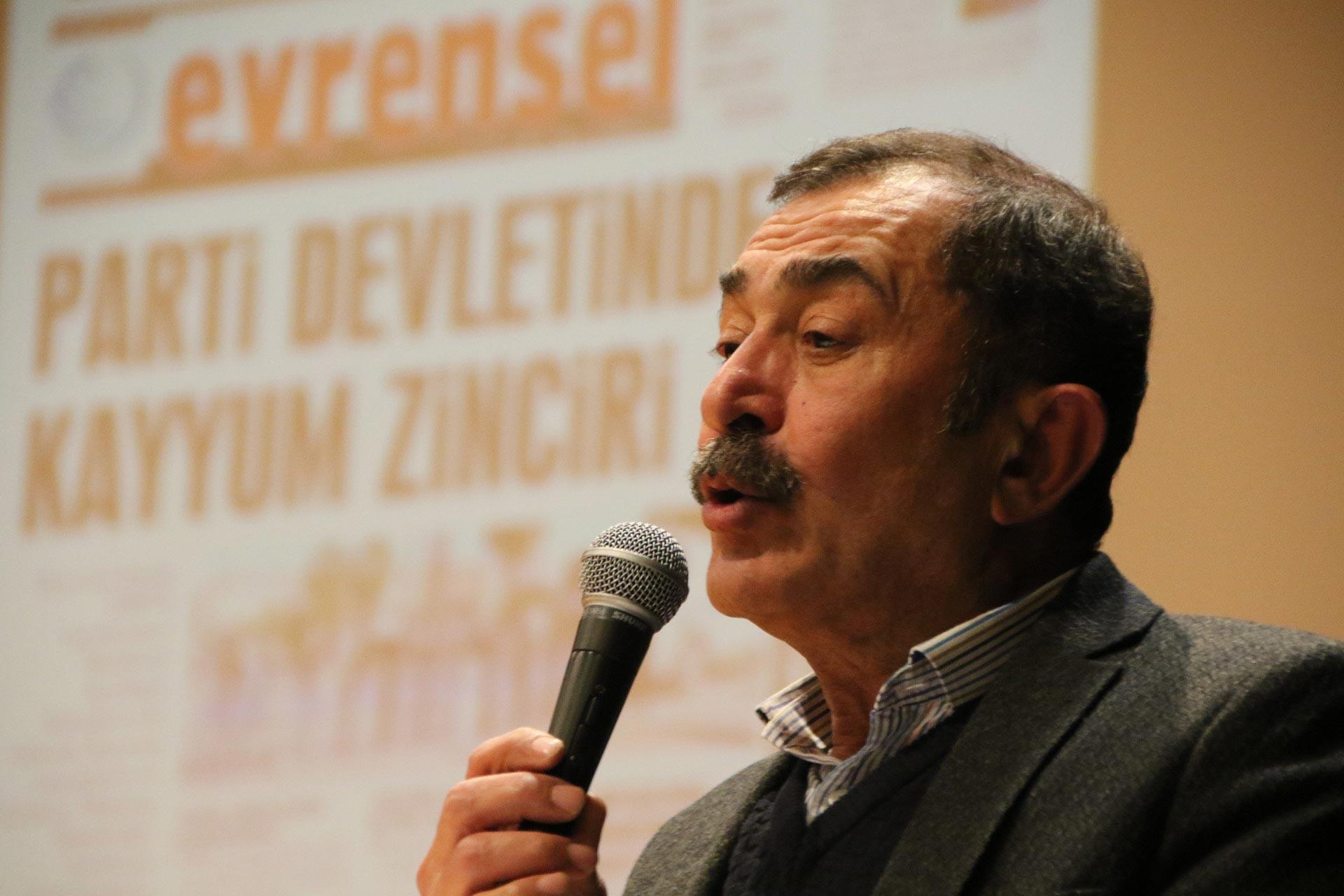 DİSK İç Anadolu Bölge Temsilcisi Tayfun Görgün, Ankara'da düzenlenen Evrensel ile dayanışma etkinliğinde konuşmasını yaparken