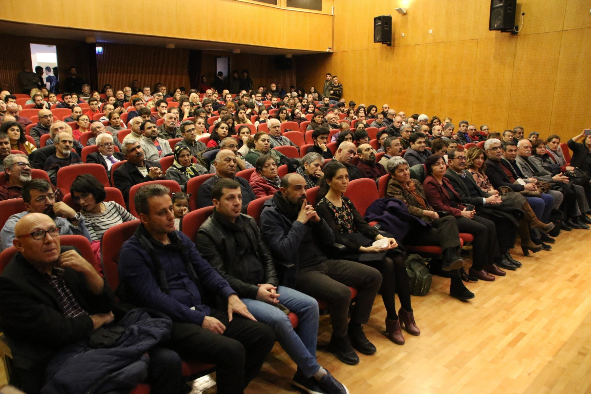 Ankara'da düzenlenen Evrensel ile dayanışma etkinliğinde salondan bir görünüm