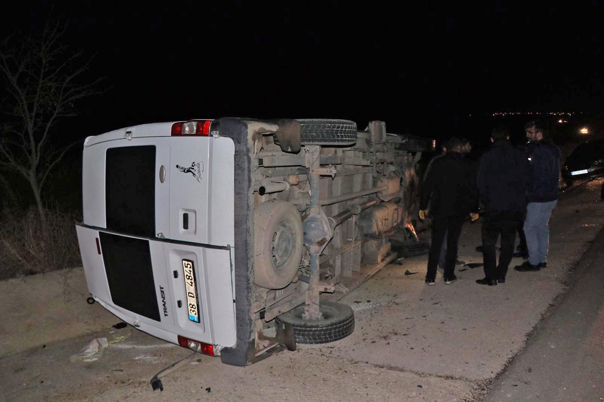 Kayseri'de işçileri taşıyan minibüsün kazadan sonraki hali