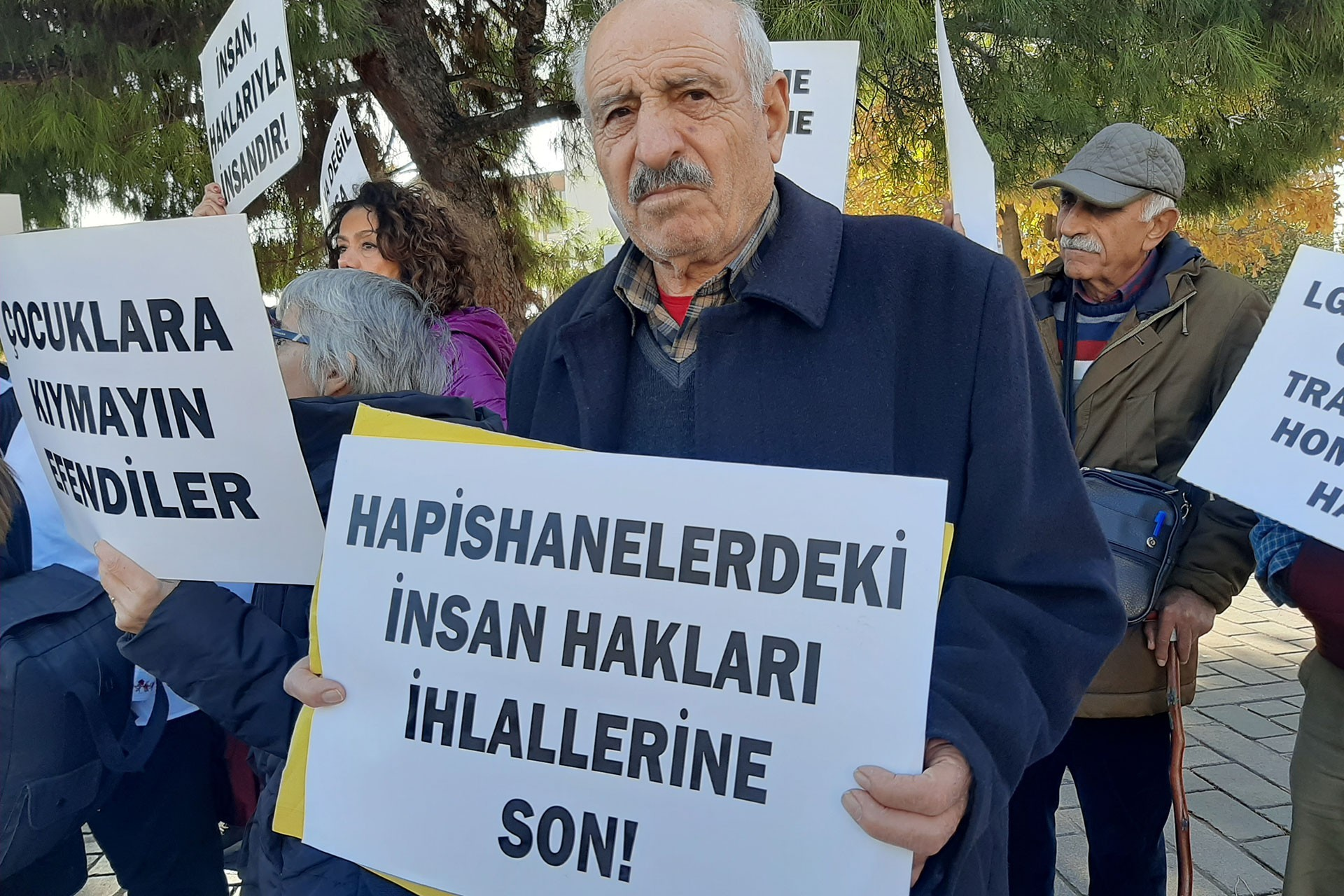 İHD ve TİHV İstanbul Şubesi üyelerinin basın açıklaması