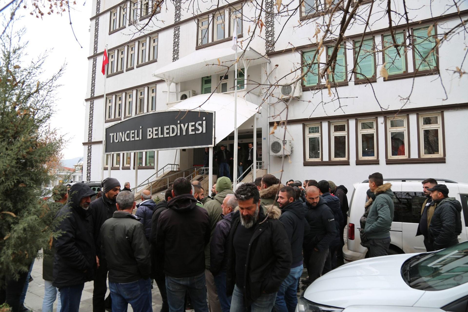 Dersim'de minibüs şoförleri kontak belediyenin zam kararını botkot etti