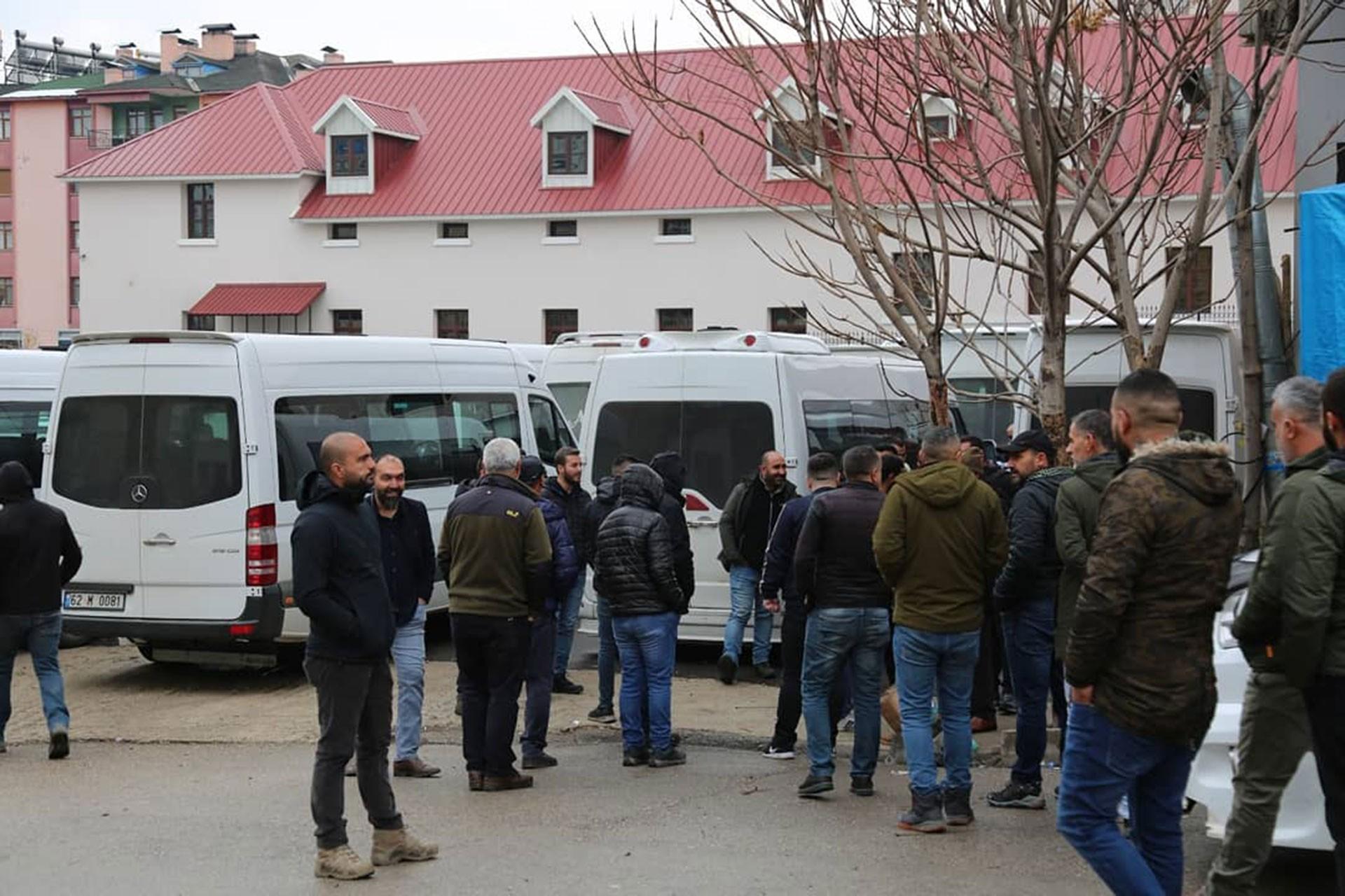 Dersim'de minibüs şoförleri belediyeyi boykot etti