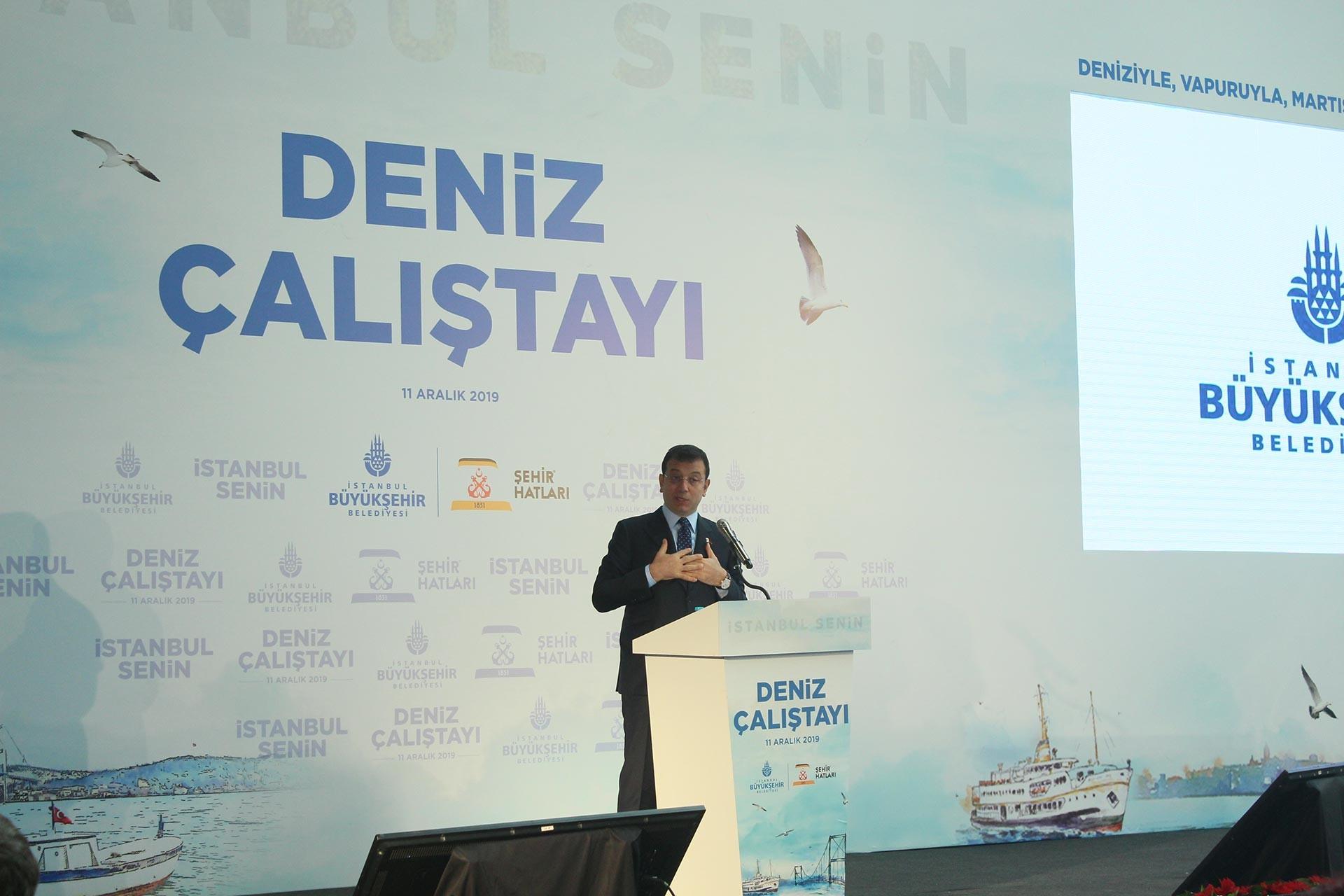 İBB Başkanı Ekrem İmamoğlu, Deniz Çalıştayı'nda kürsüde konuşurken