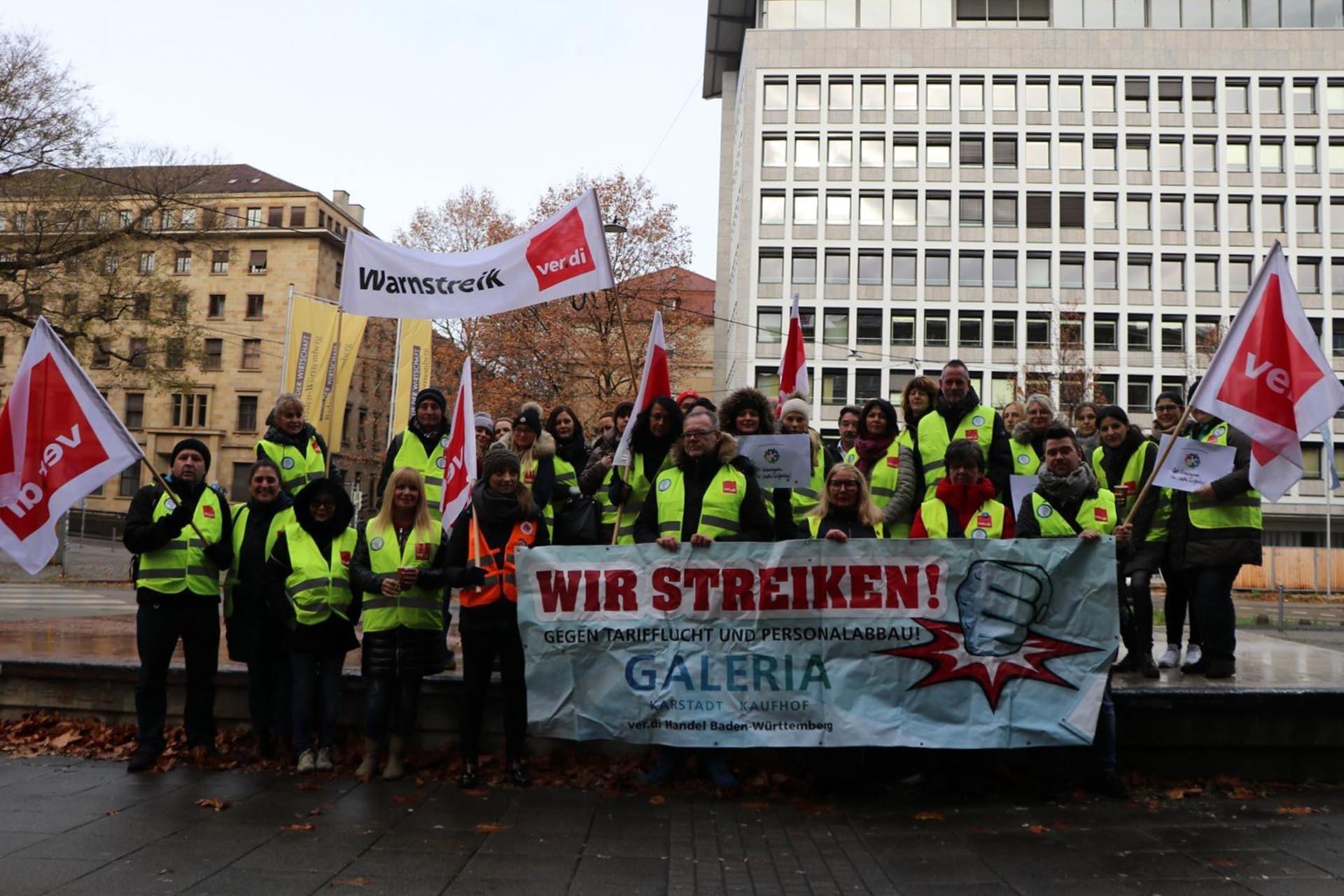 Galeria Kaufhof da çalışanları uyarı grevinde