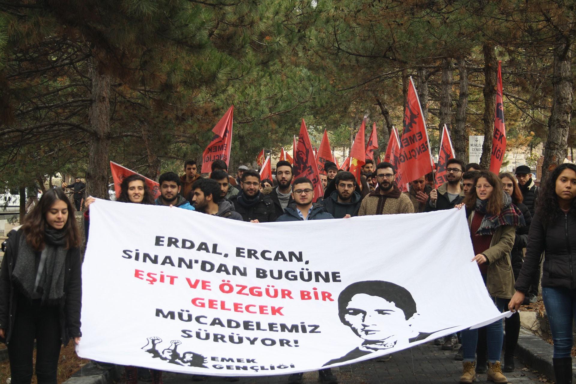 Erdal Eren'in idam edilişinin 39. yılında Ankara'daki mezarı başında yapılan anma
