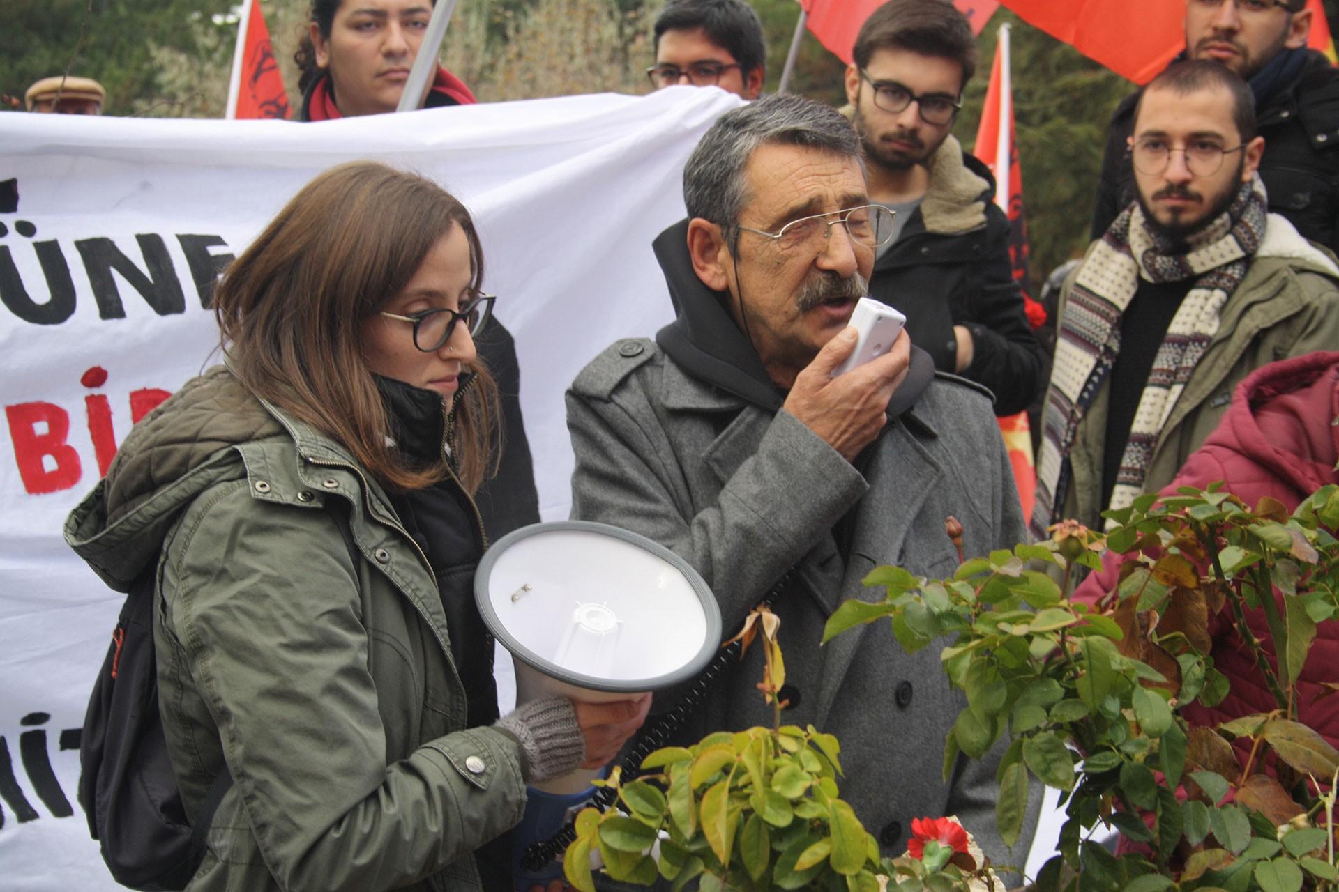 Erdal Eren'in idam edilişinin 39. yılında Ankara'daki mezarı başında yapılan anmada konuşan Devrimci 78'liler Federasyonu Başkanı Hüseyin Esentürk