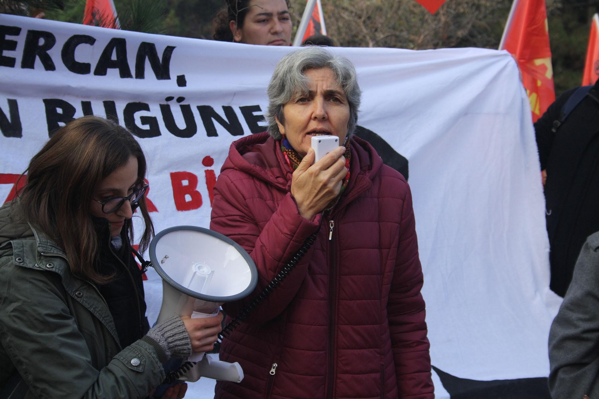Emek Partisi Genel Başkanı Selma Gürkan (sağda)