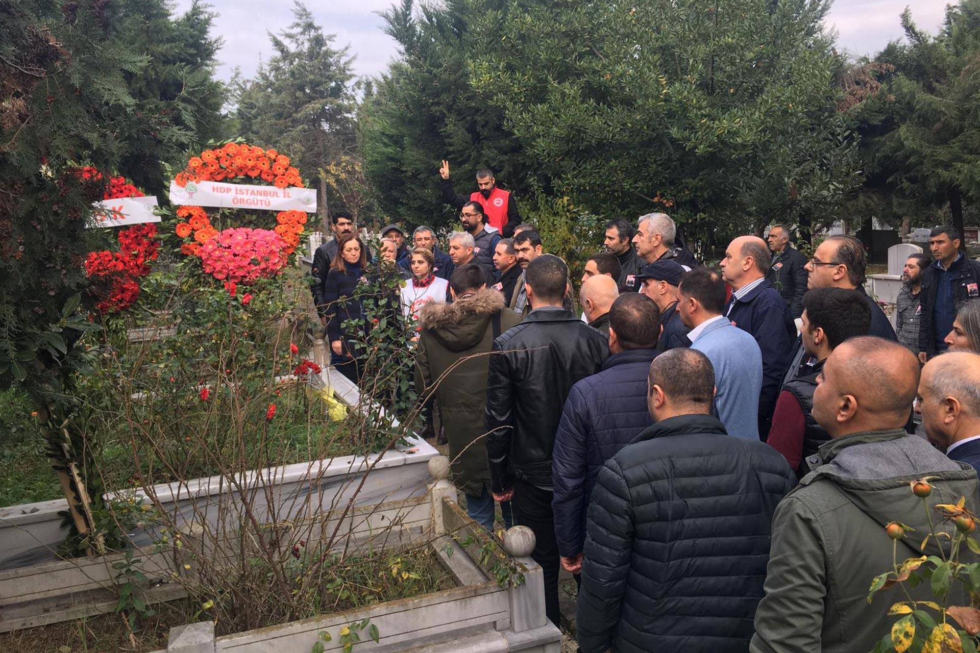 Gıda-İş Eski Genel Başkanı Celal Ovat, ölümünün 2'nci yıl dönümünde mezarı başında yapılan törenle anılırken
