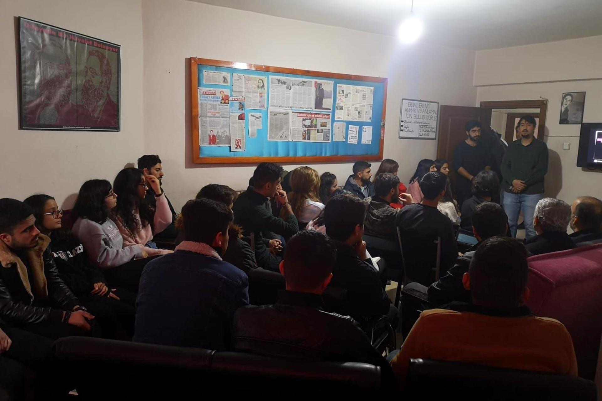 Elazığ'da Emek Gençliğinin düzenlediği Erdal Eren anmasından bir fotoğraf