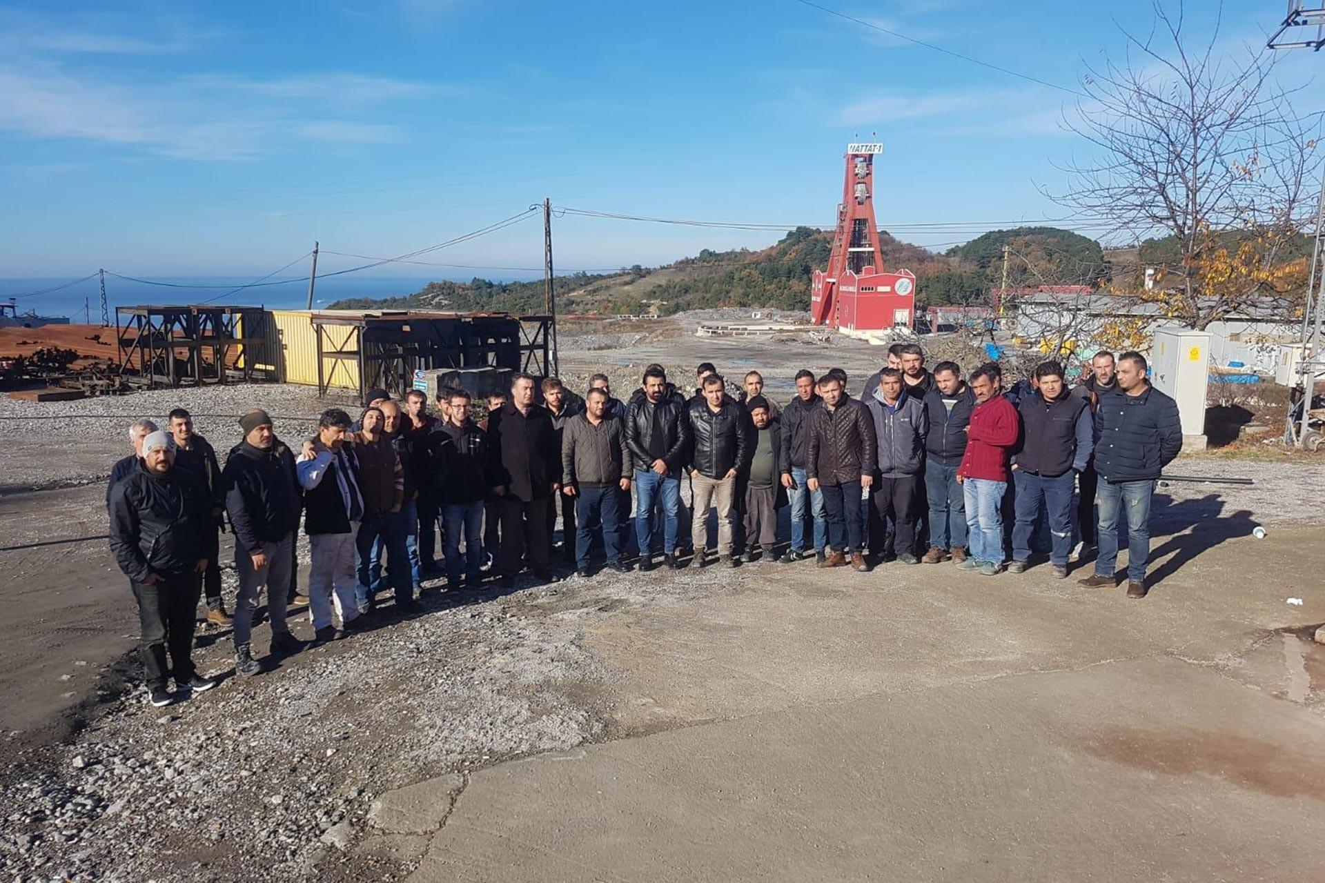 Amasra'da haklarını almak için iş bırakan maden işçileri