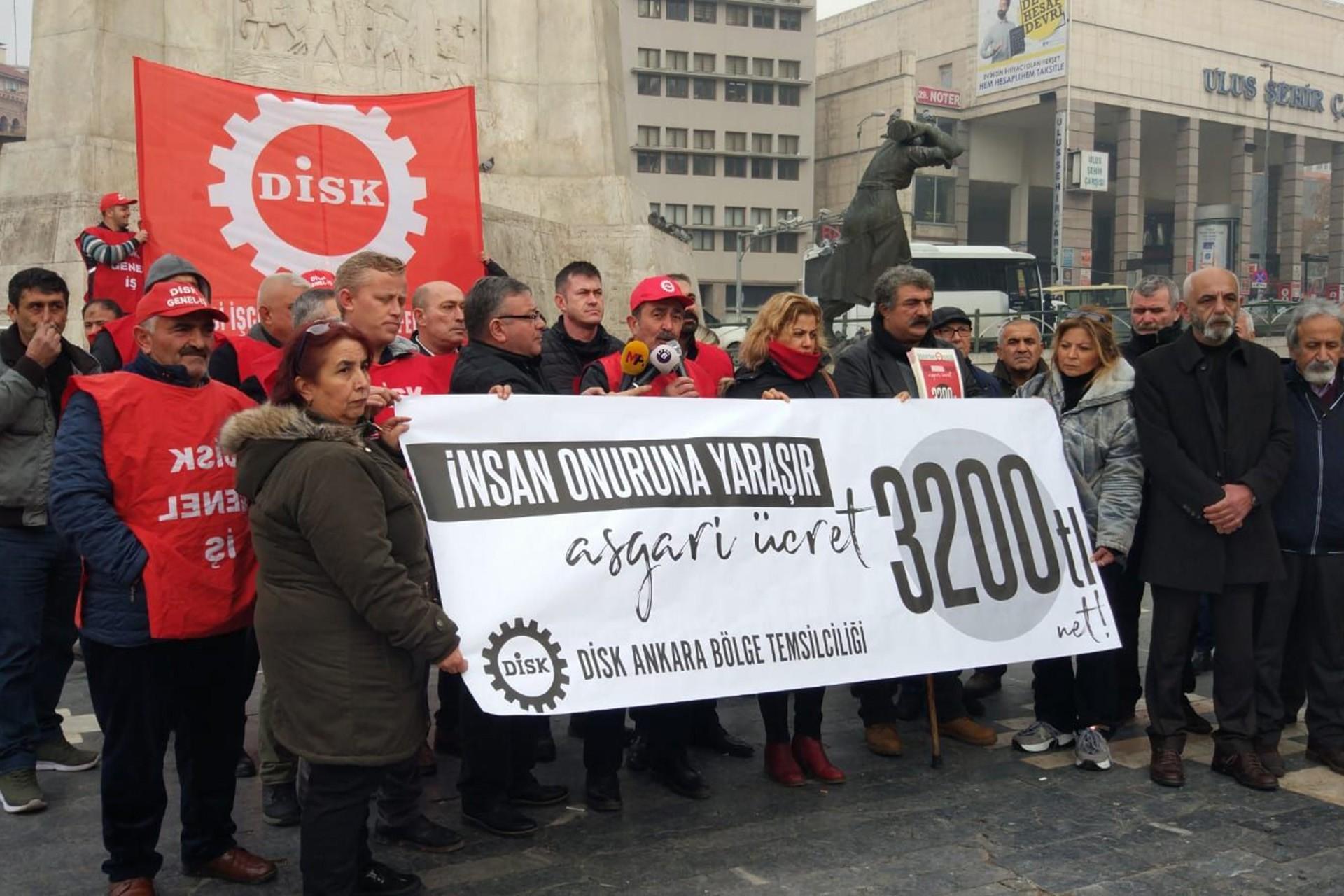 DİSK Ankara Bölge Temsilcilii asgari ücret net 3200 olsun pankartıyla