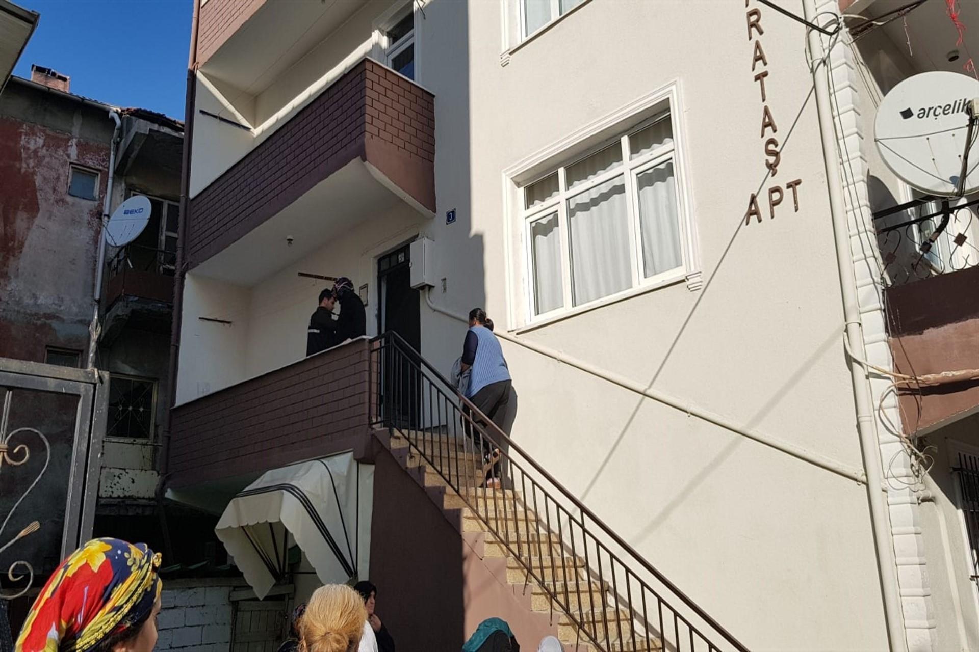 Derince'de Binnet Simit'in yaşadığı apartman