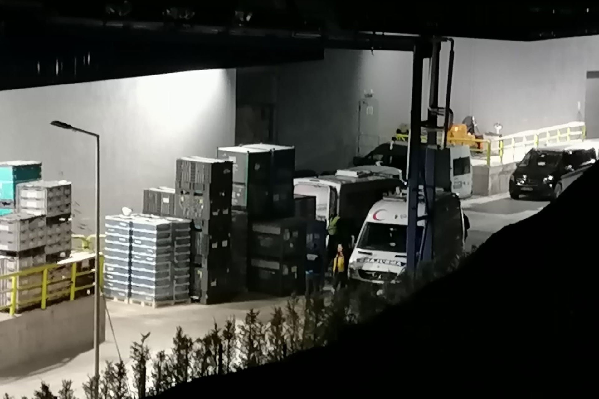 Fabrikaya gelen ambulans.