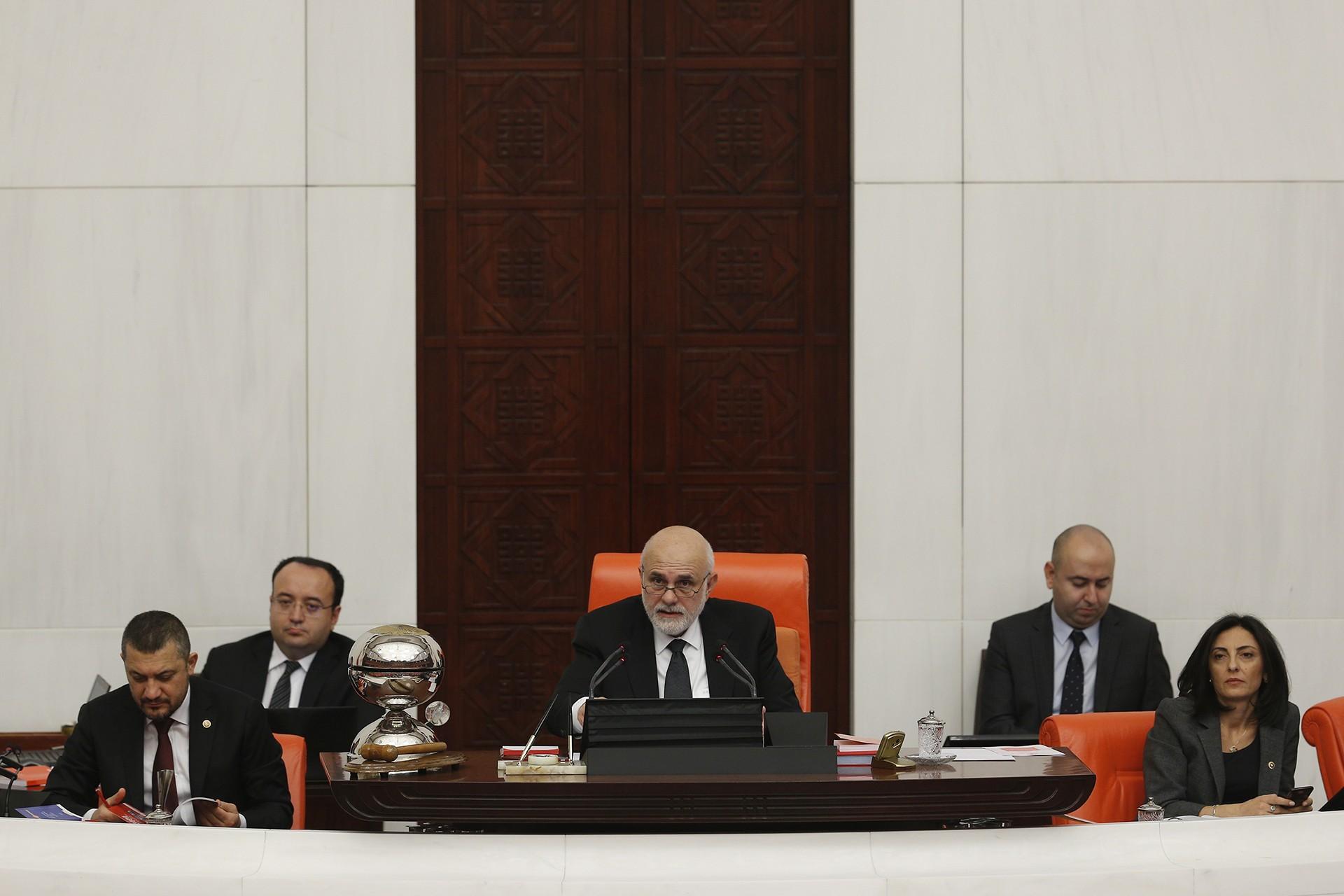 Meclis, TBMM Başkanvekili Süreyya Sadi Bilgiç başkanlığında toplandı