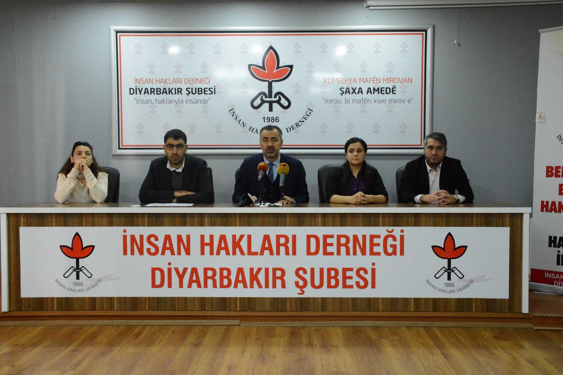 İHD Diyarbakır Şubesi açıklama yaparken.