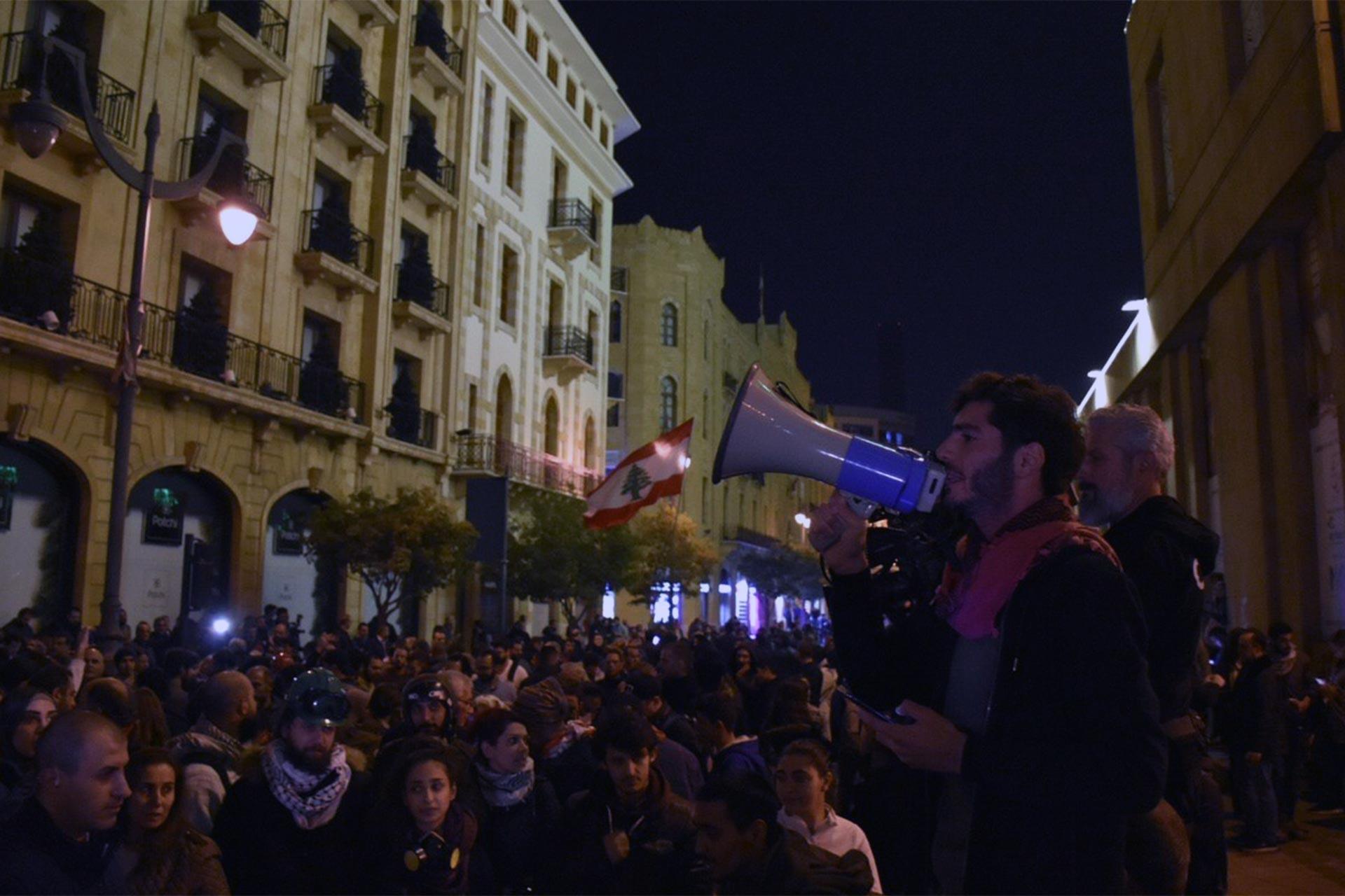 Hükümeti kurmakla görevlendirilen Diyab'ı protesto eden Hariri destekçileri