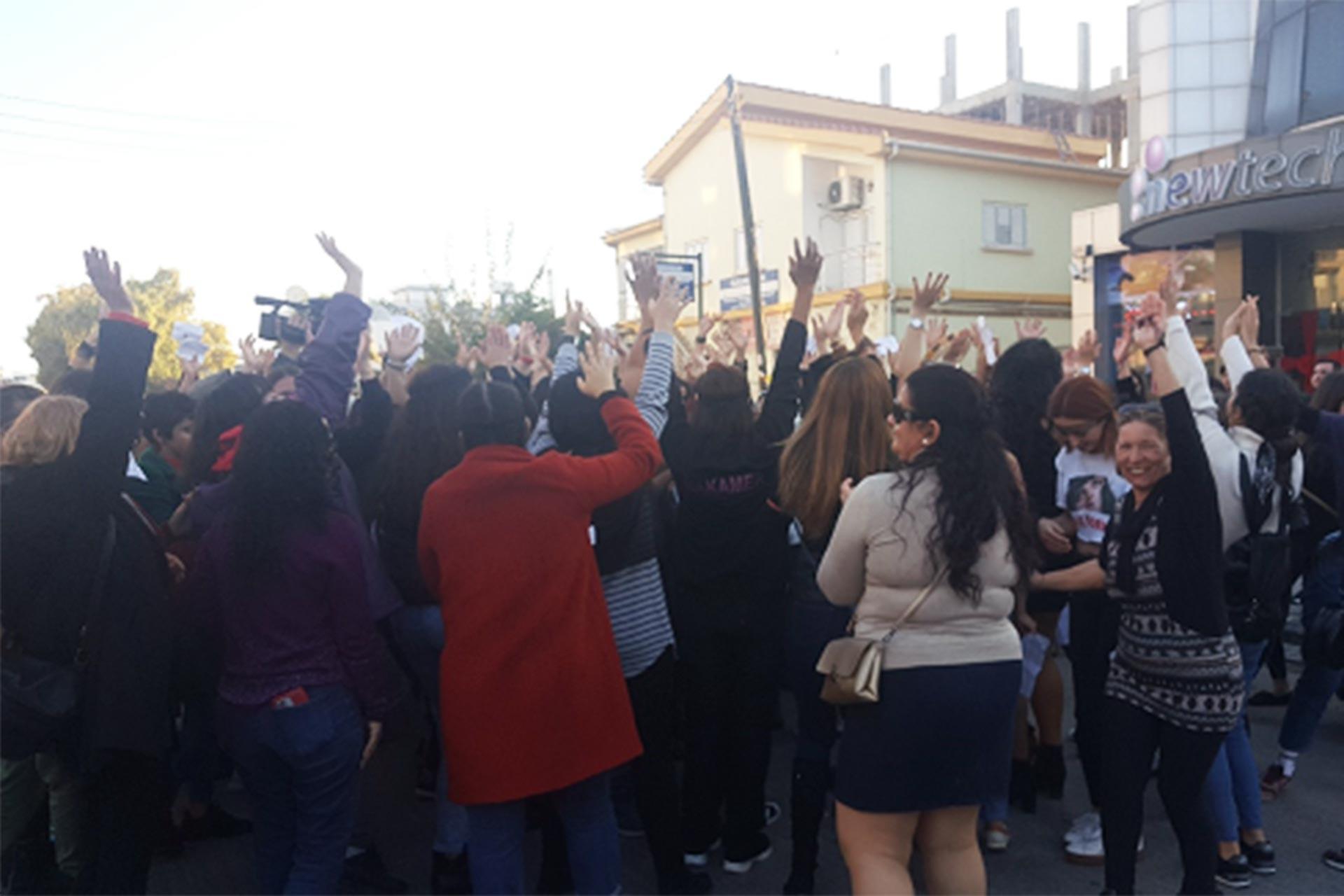 Kıbrıs'ta kadınların gerçekleştirdiği Las Tesis eyleminden bir fotoğraf