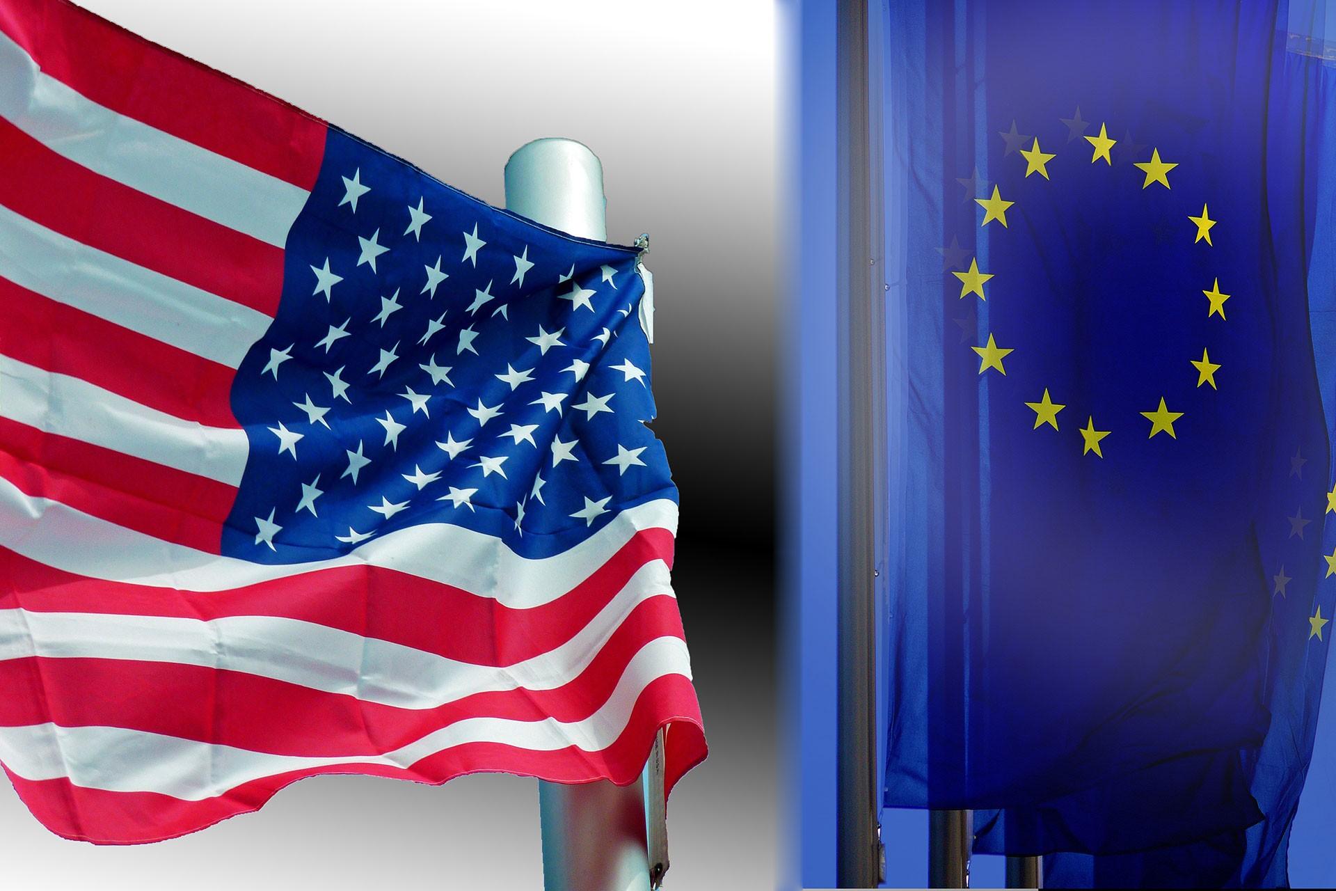 ABD bayrağı (solda) ve Avrupa Birliği bayrağı (sağda)