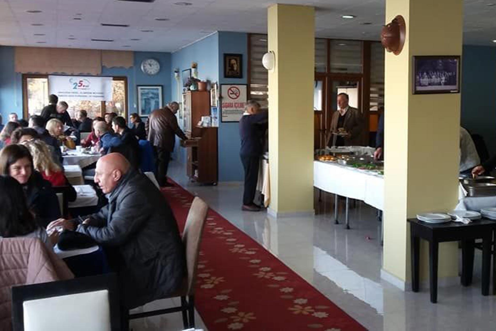 Zonguldak'ta düzenlenen Evrensel'le dayanışma kahvaltısından bir fotoğraf