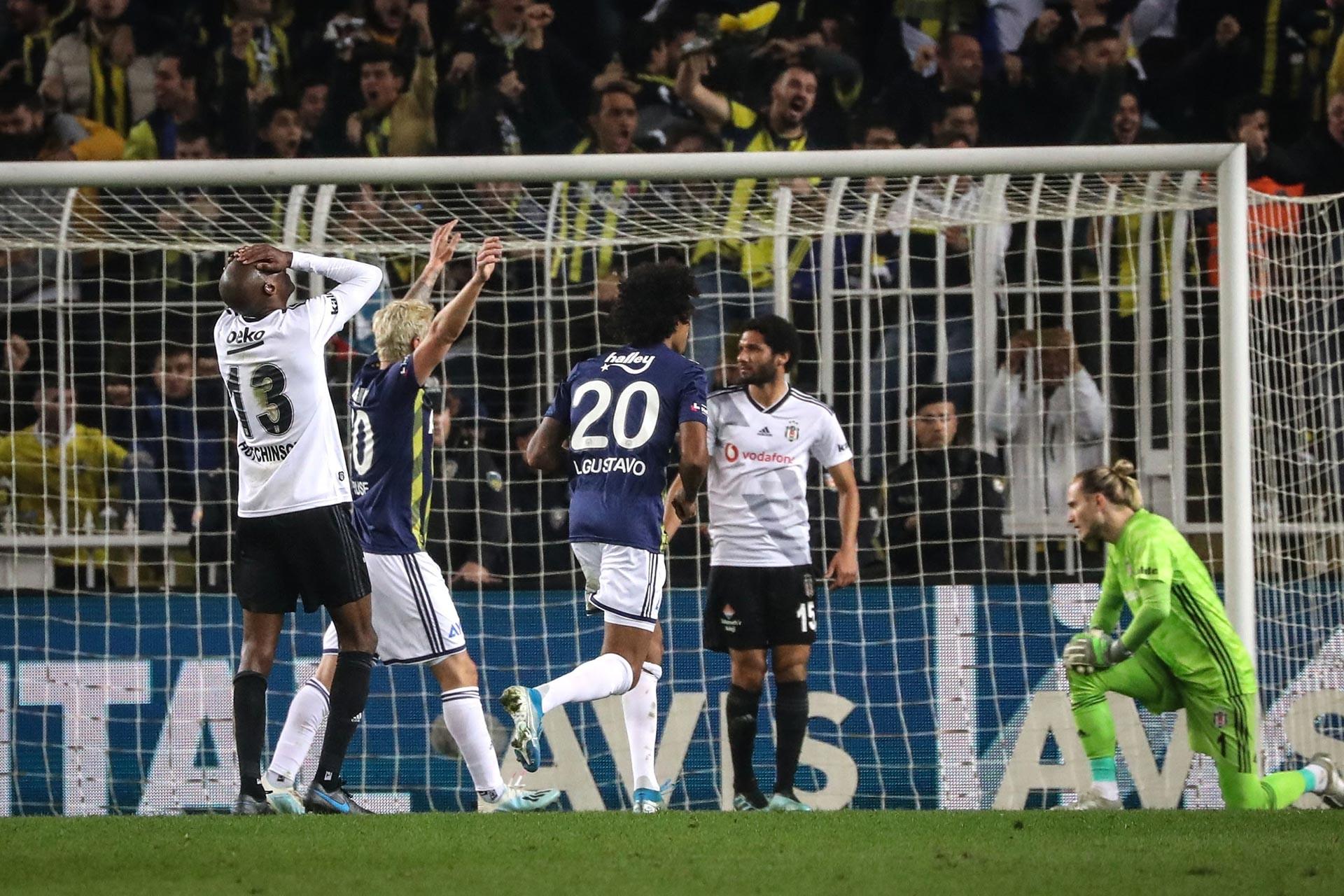 Fenerbahçe-Beşiktaş derbisinden bir fotoğraf